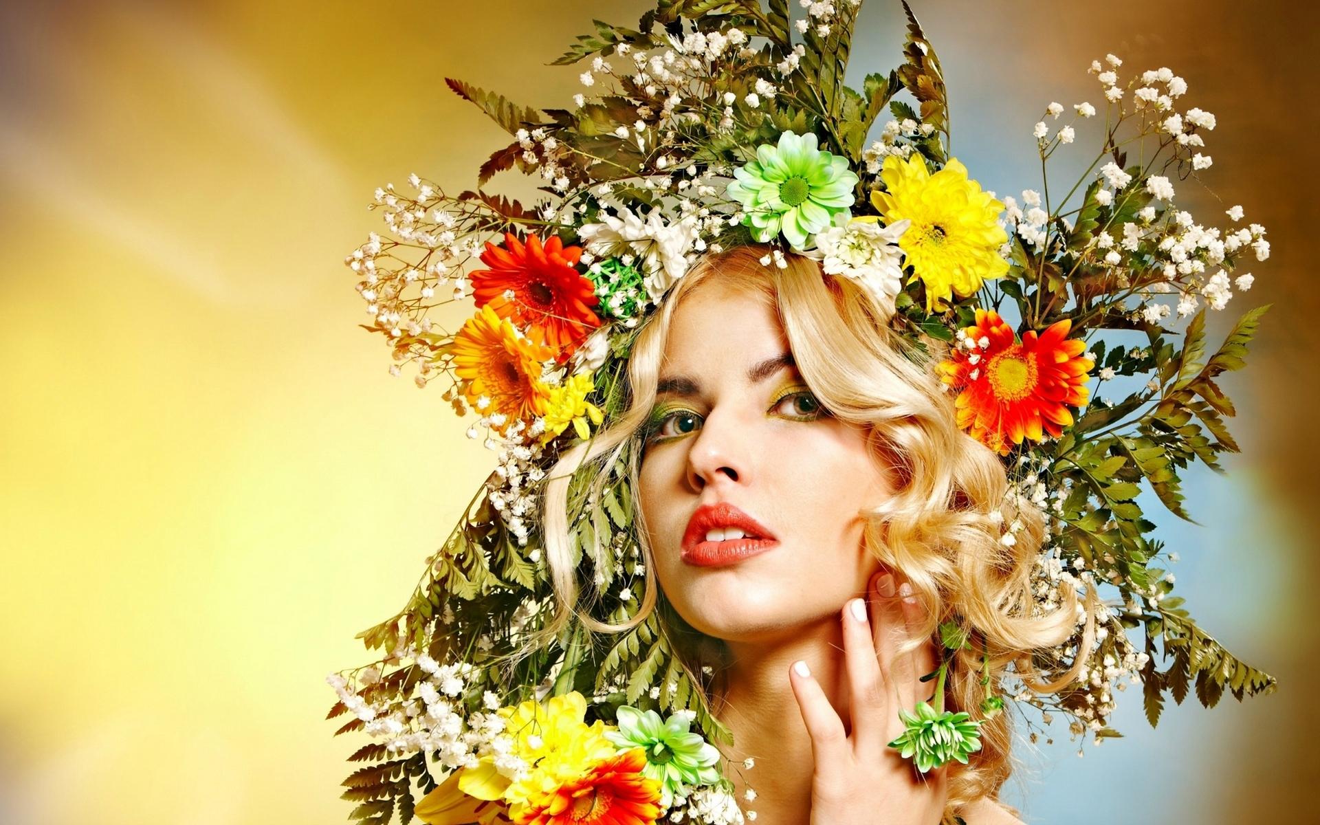 Открытка девушка цветы