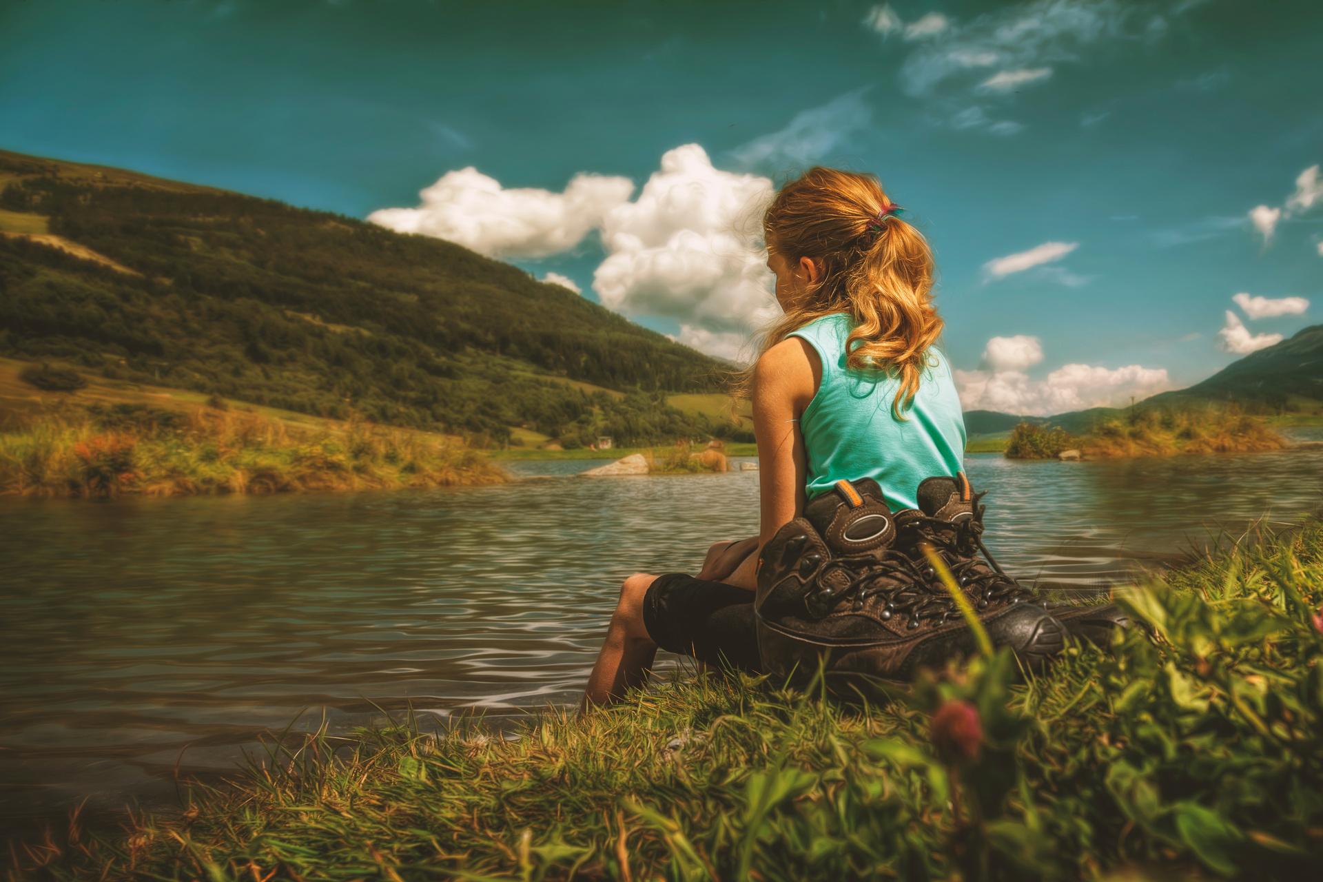 Картинки девушка у реки со спины, лет крестной