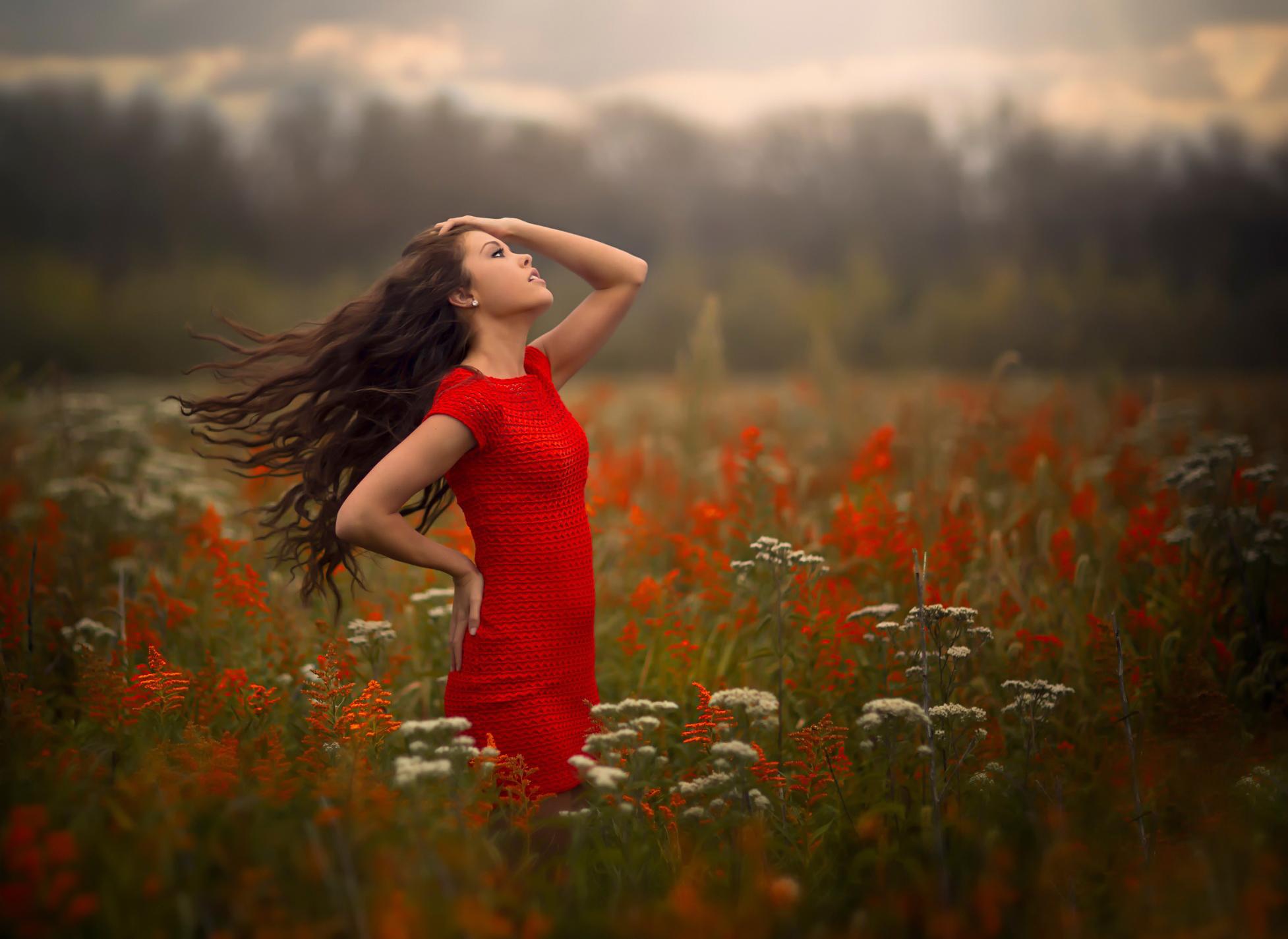 Фото девушек в платье на ветру