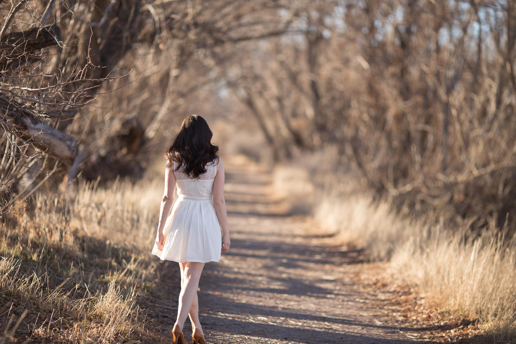 Фото девушка сзади спины брюнетки