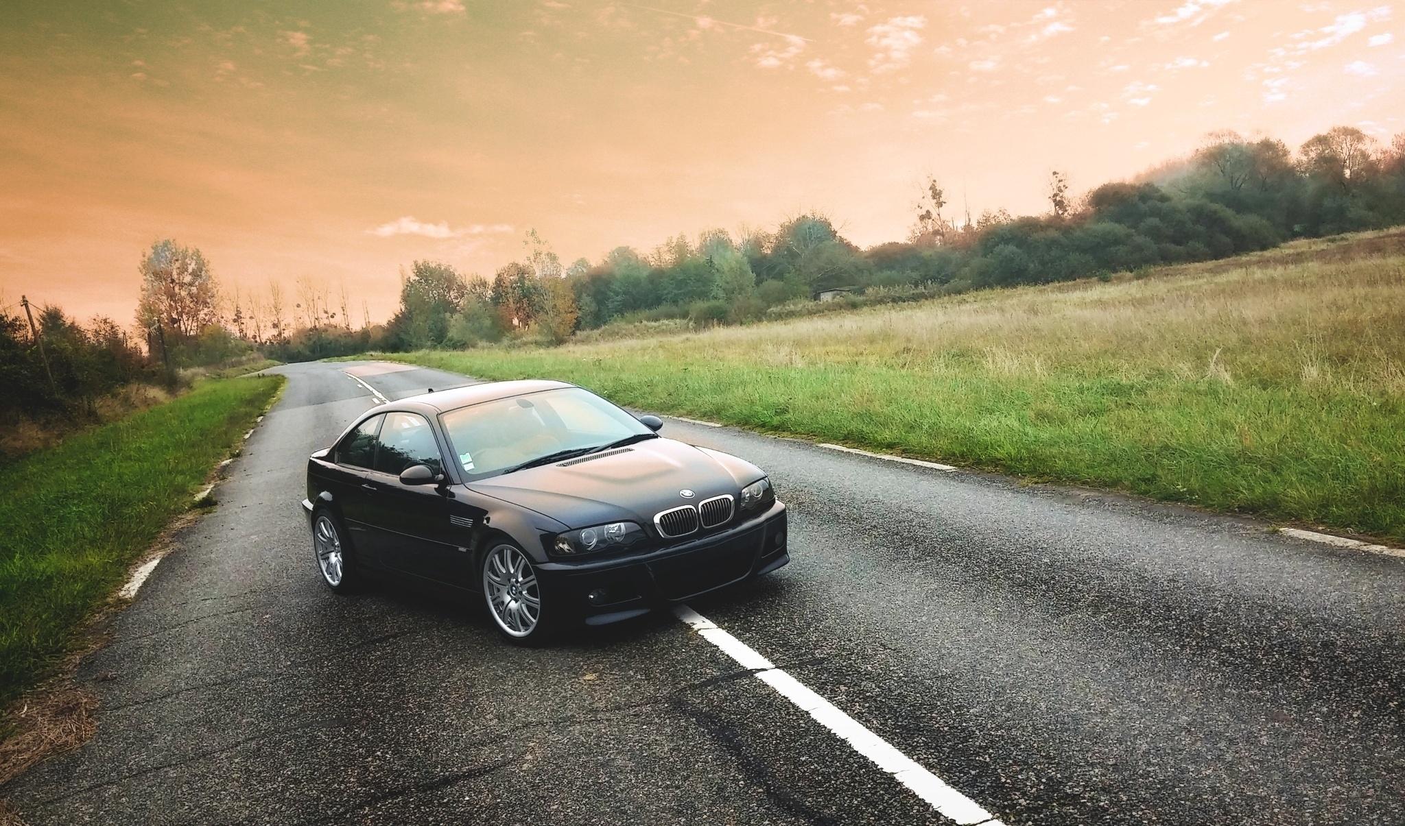 BMW M6 дорога осень  № 2445234  скачать