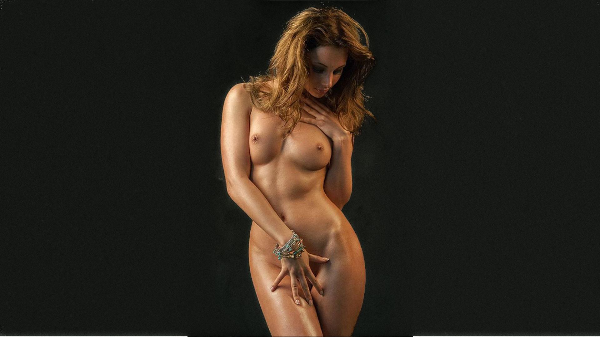 golie-tela-na-plyazhah-kieva