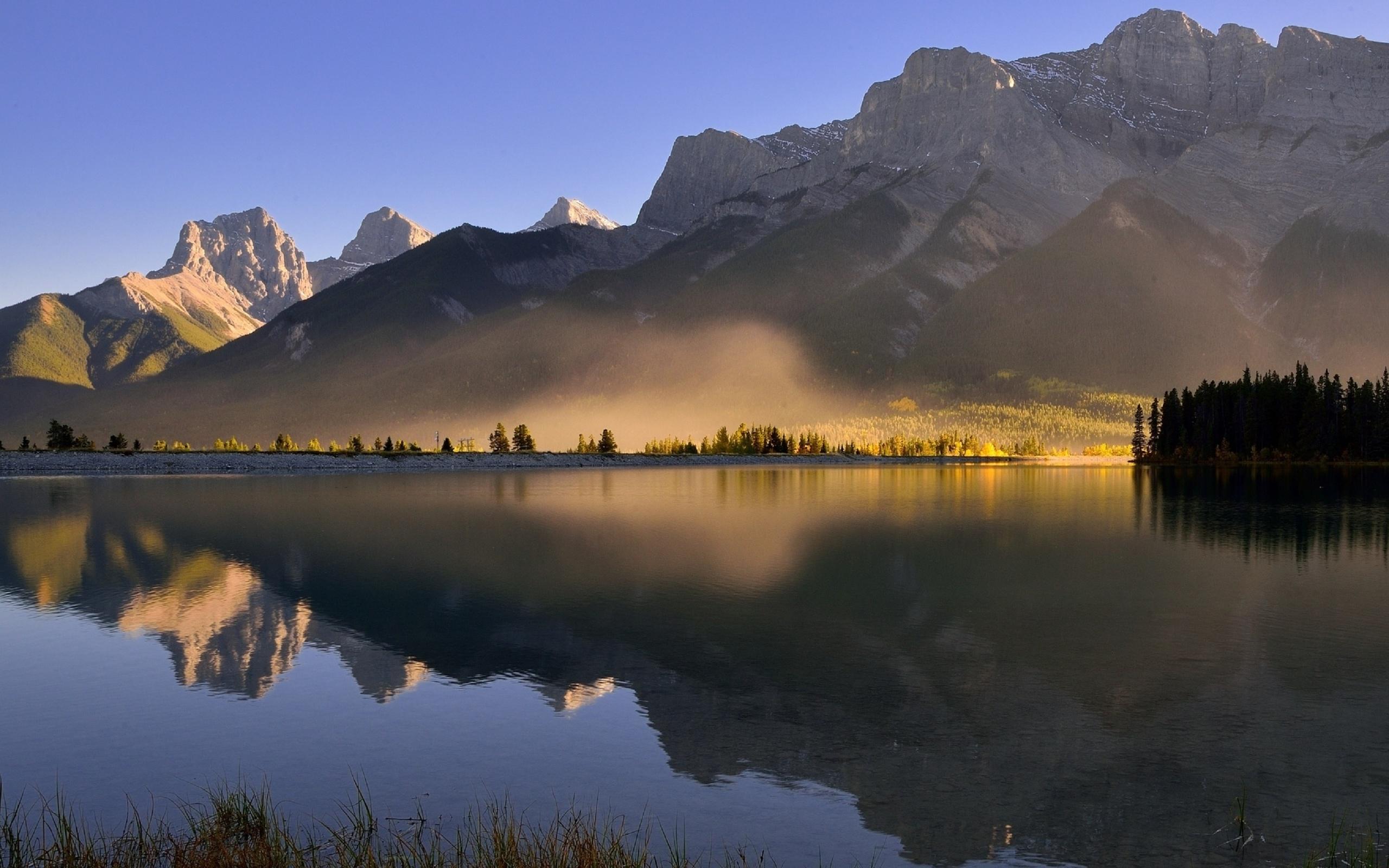 горы рассвет деревья вода  № 3850790 без смс