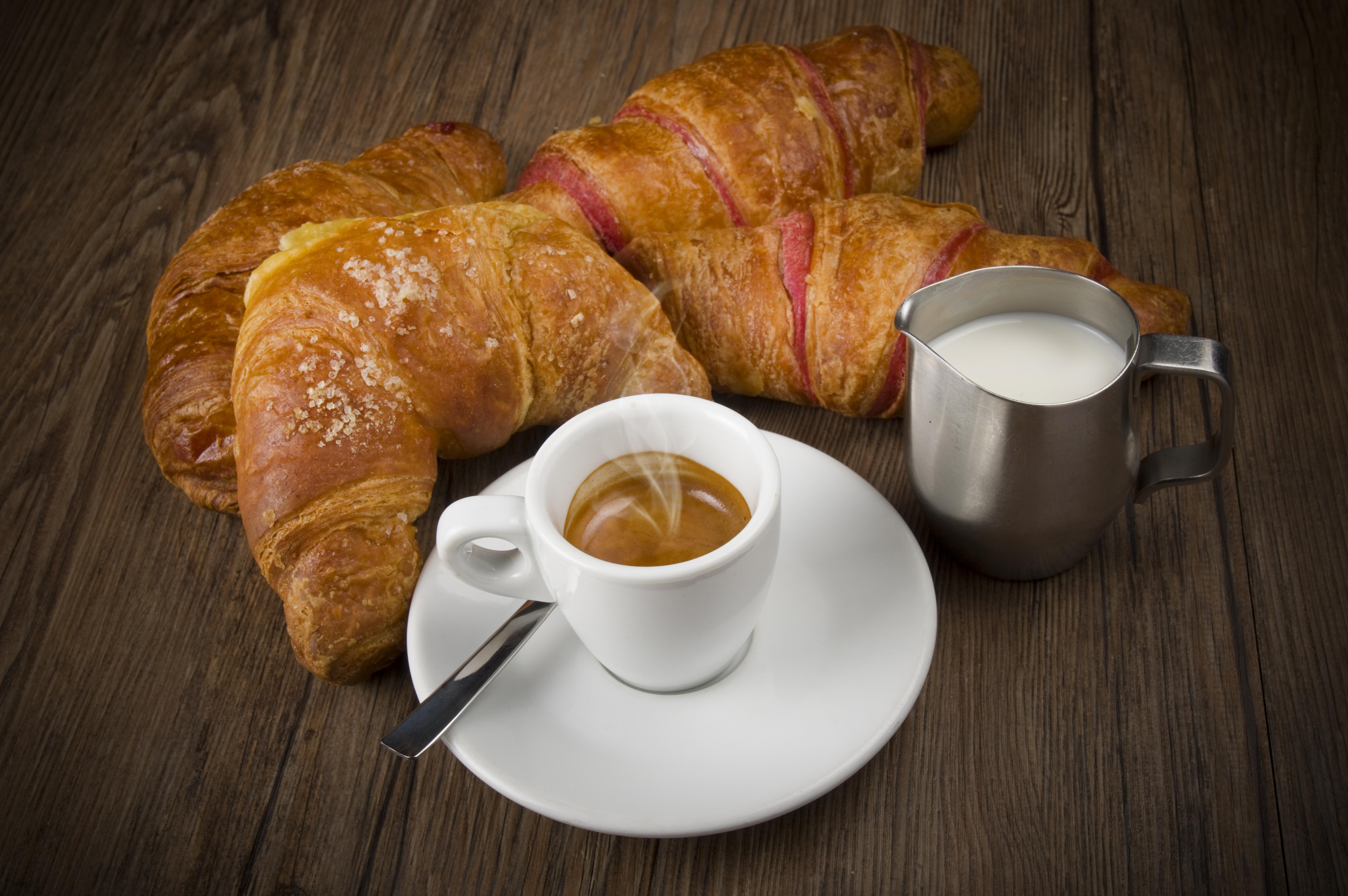 иногда фото кофе с круассанами предназначены