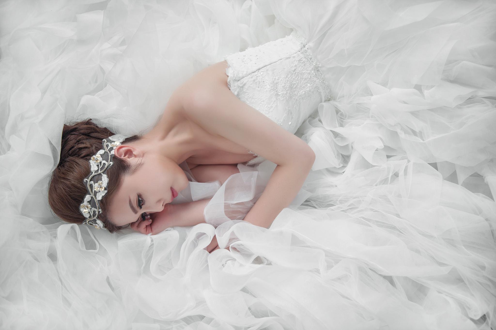 свадебное платье девушка прическа меч скачать
