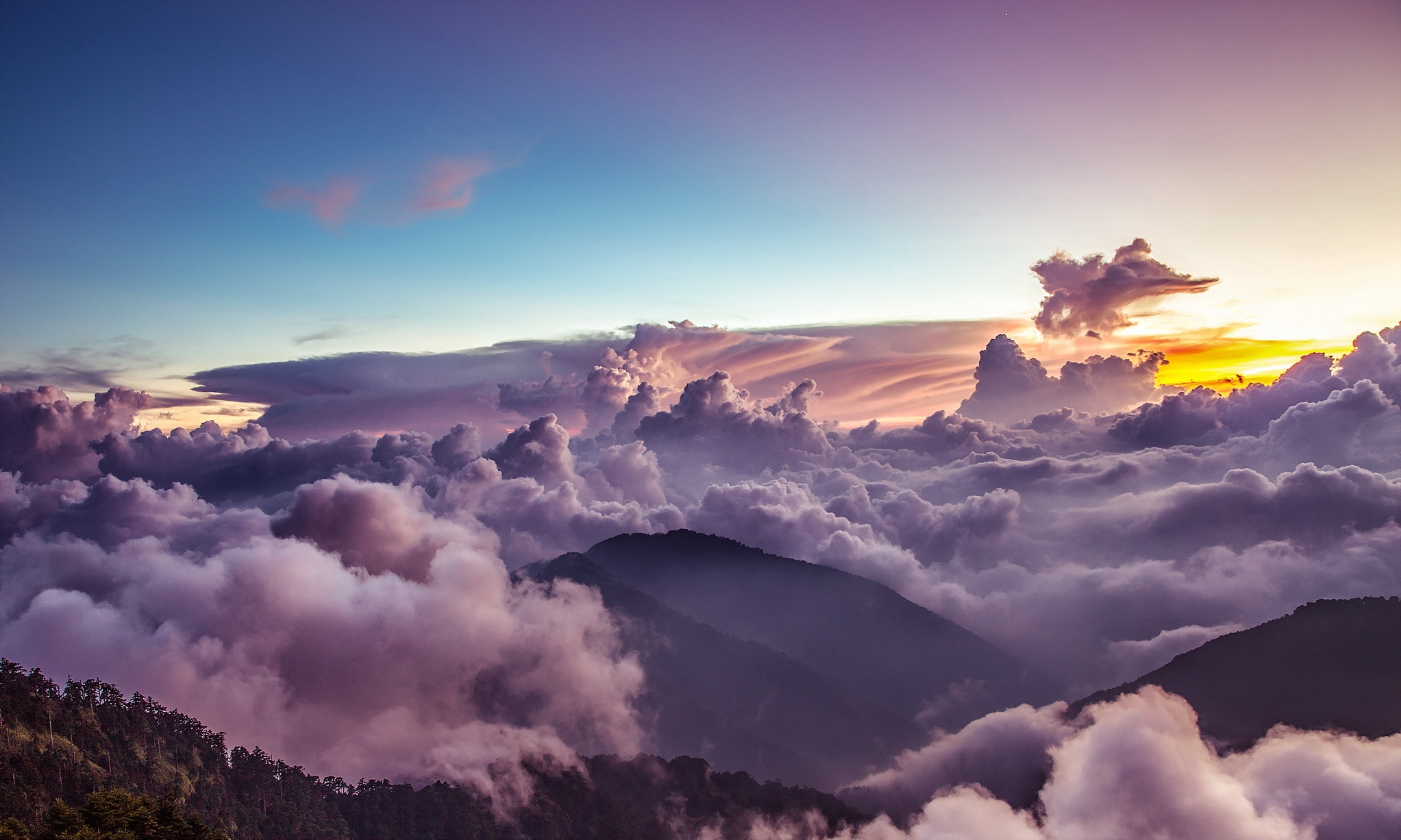 Низкие облака у горы без смс