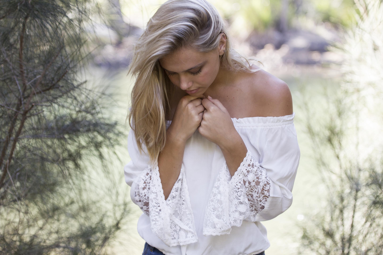 Нежная блондинка трое фото #4