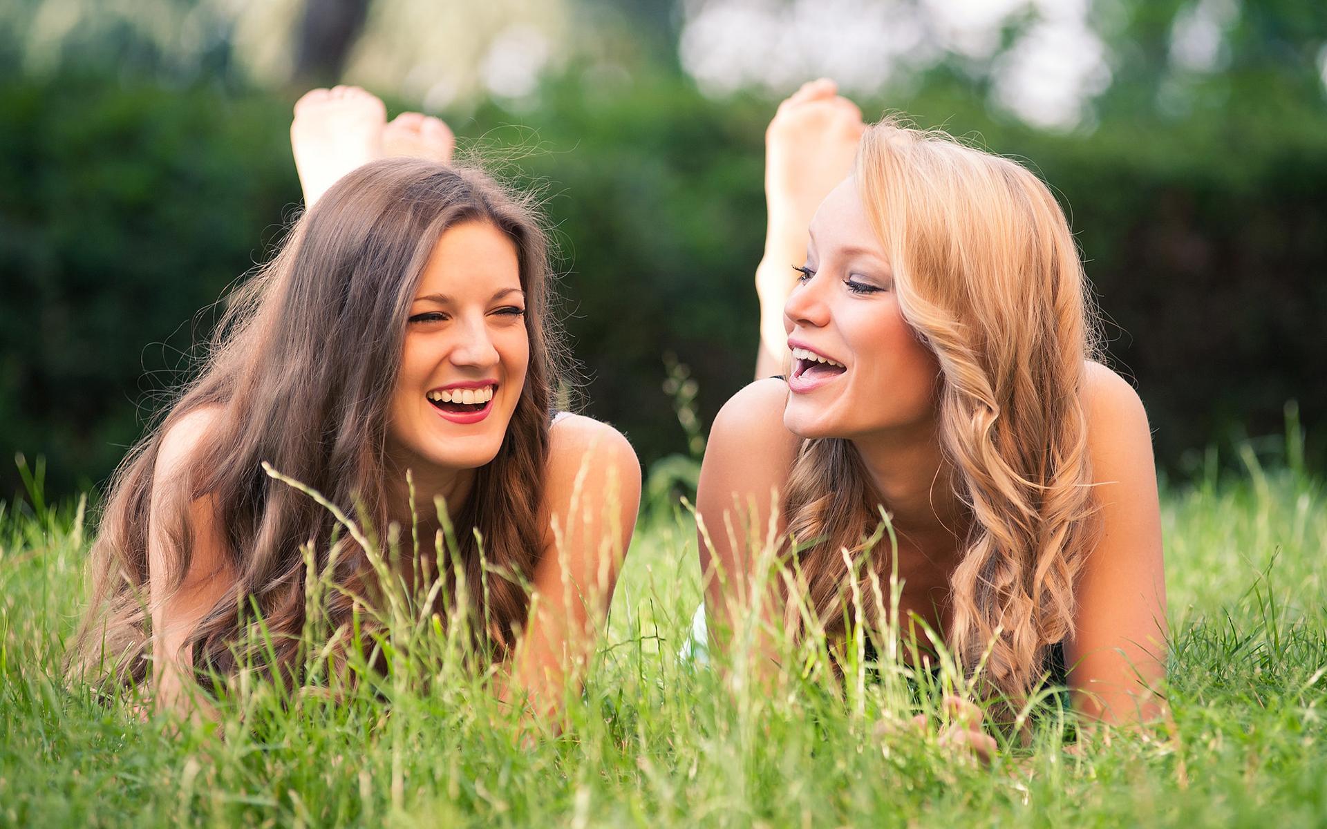 любовные игры девушки с подругой