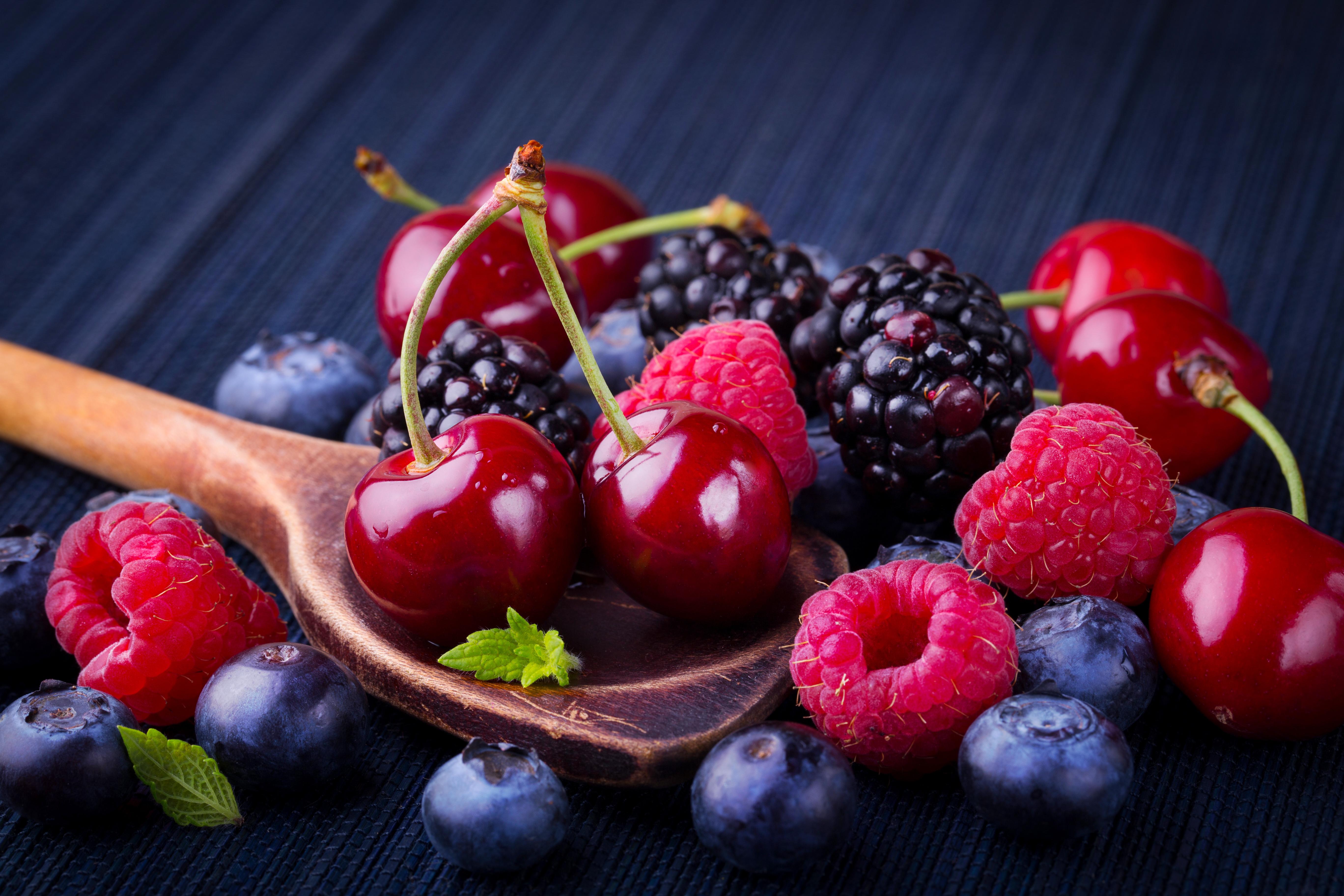 Обои на рабочий стол ягоды малины