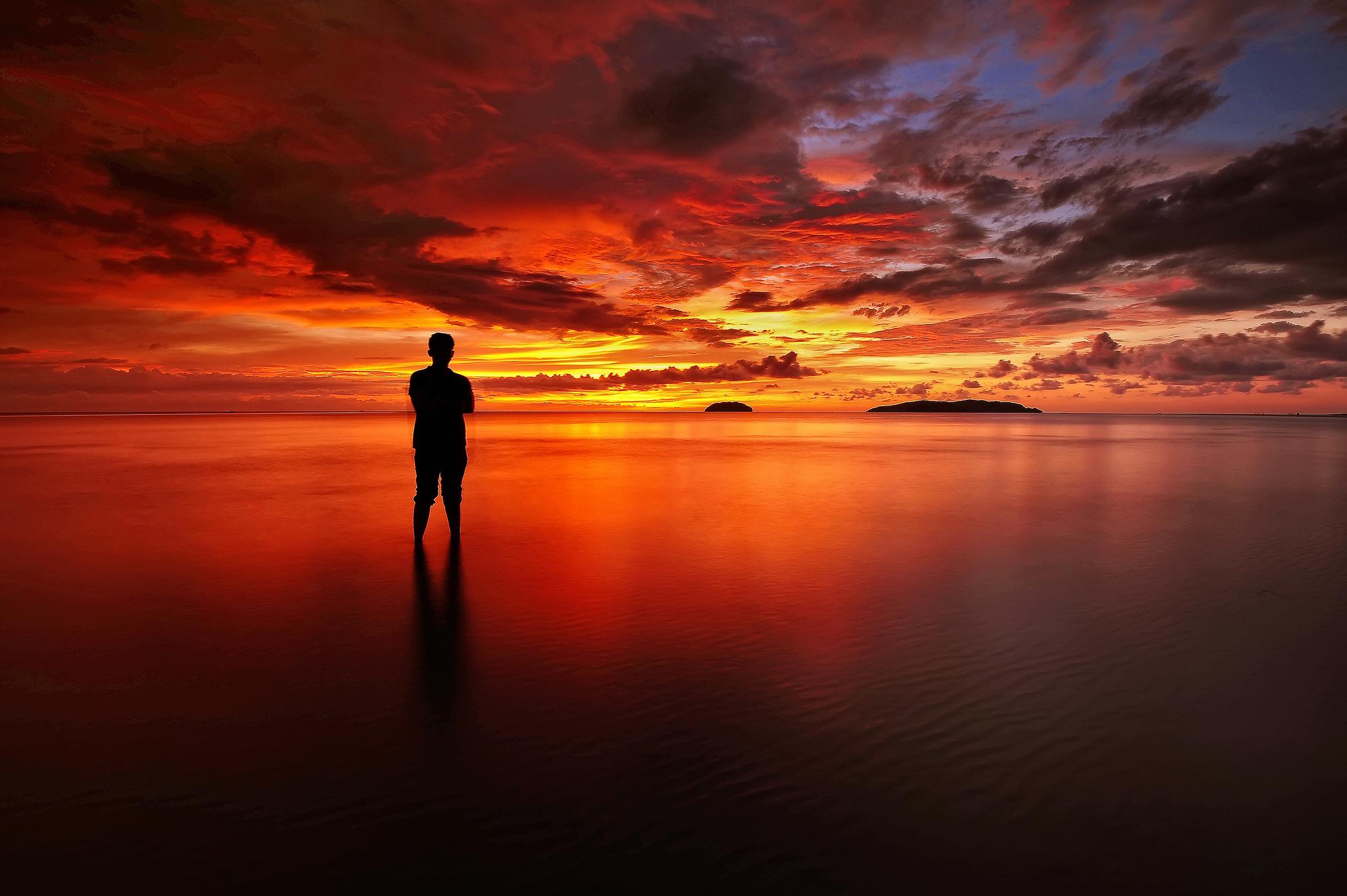 Фото заката на море с мужчинами