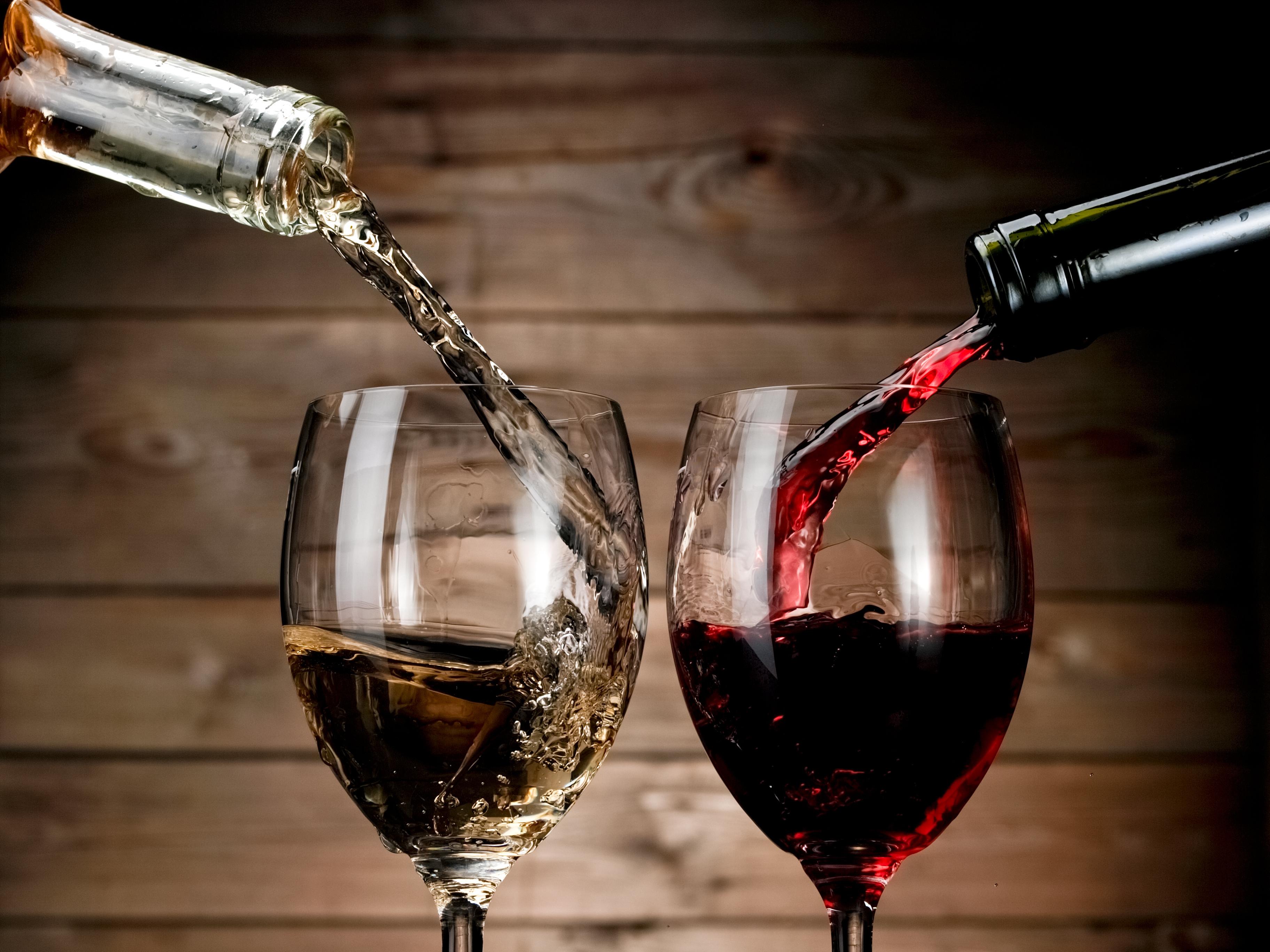 Вов, картинки бокал вина на столе