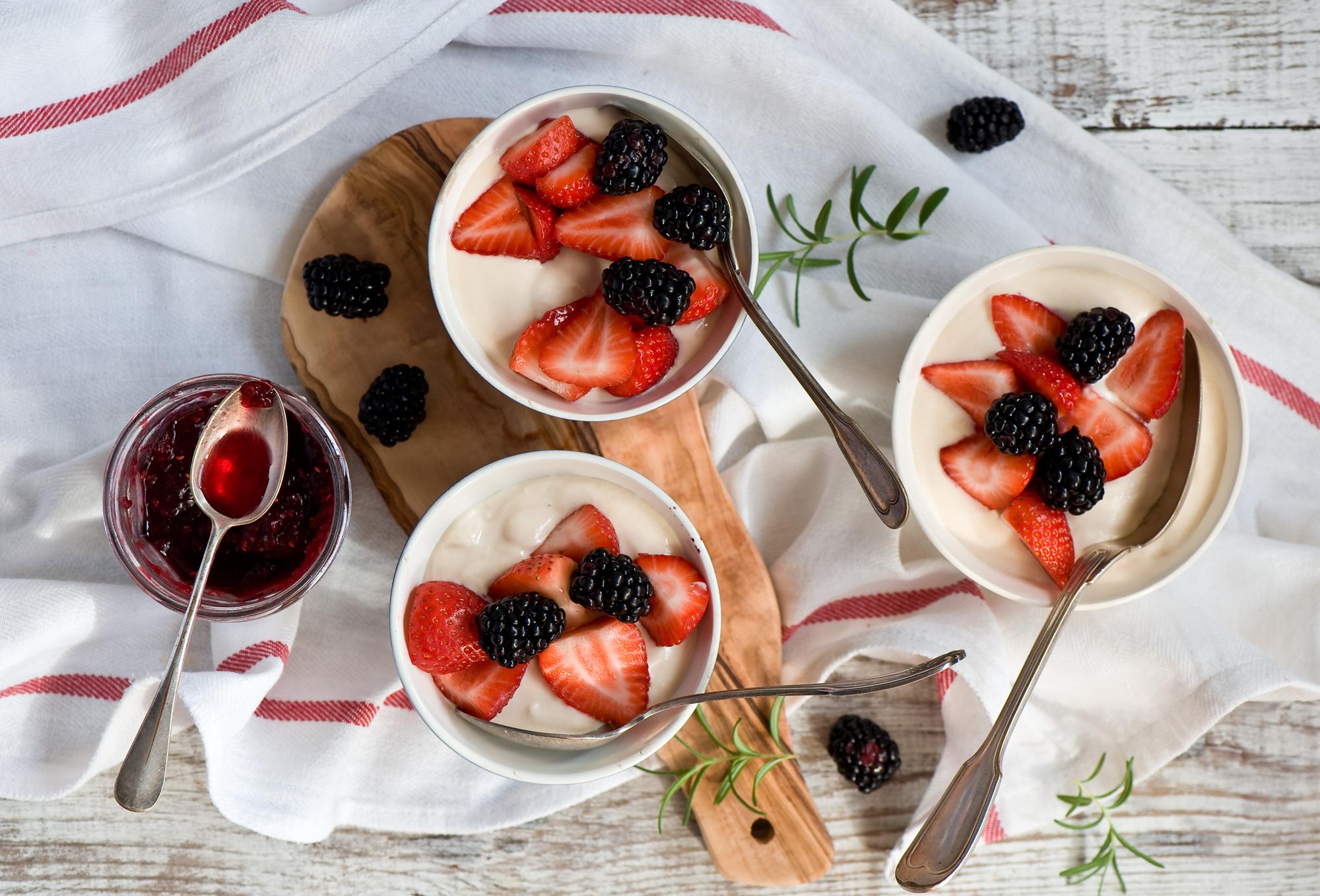 еда клубника йогурт скачать