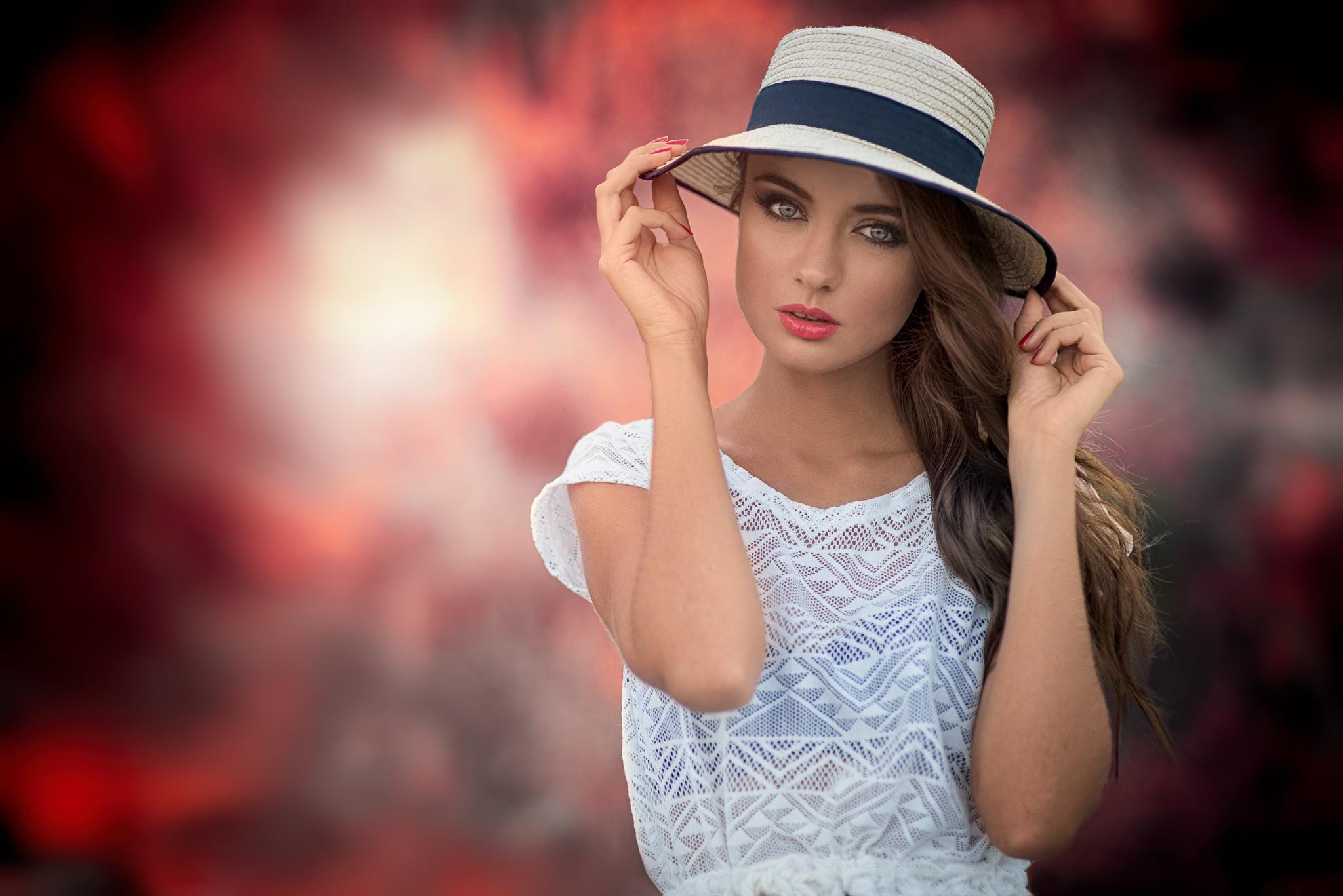 частное фото девушки в шляпках - 13
