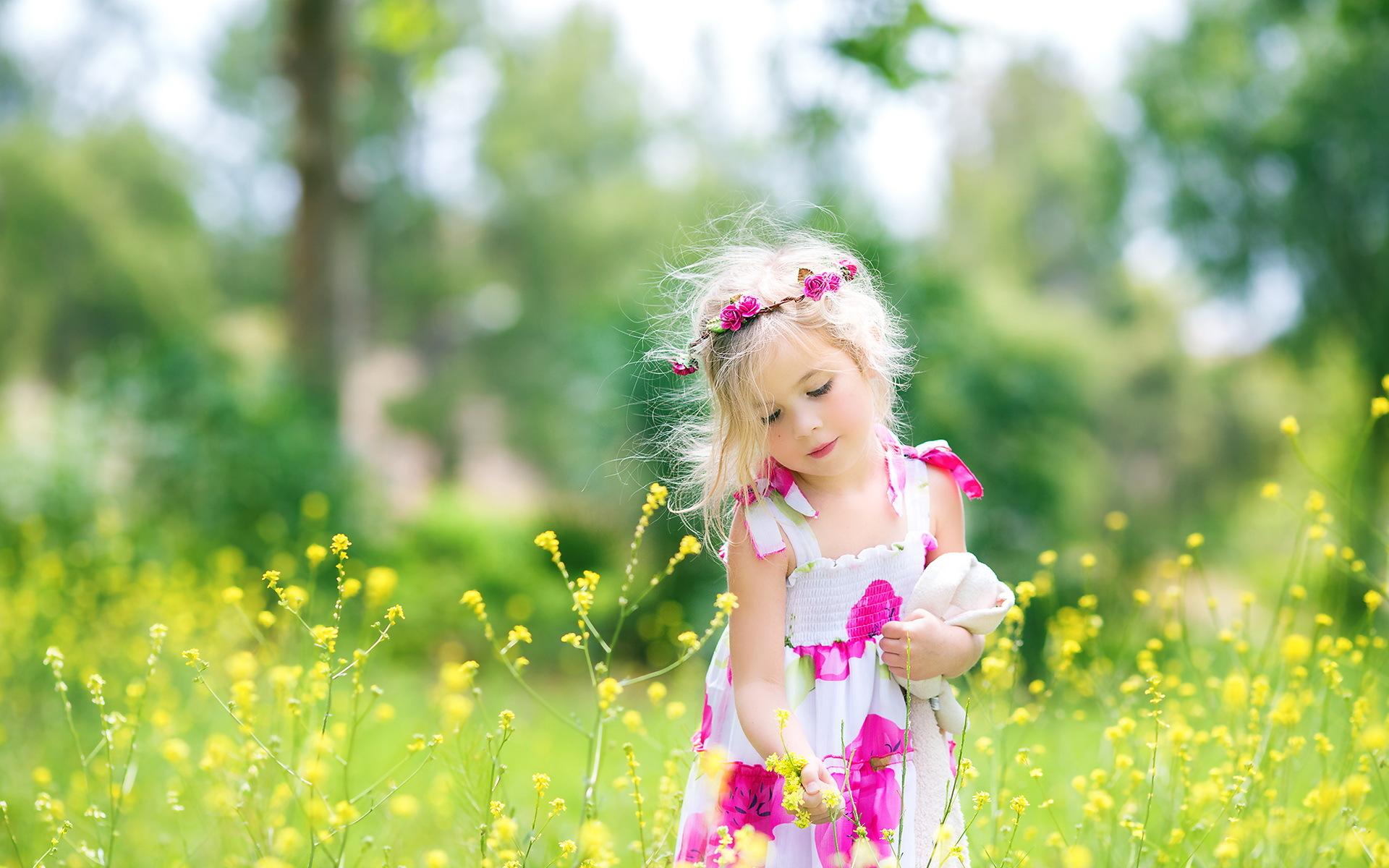 малыши с цветочками картинки все времена
