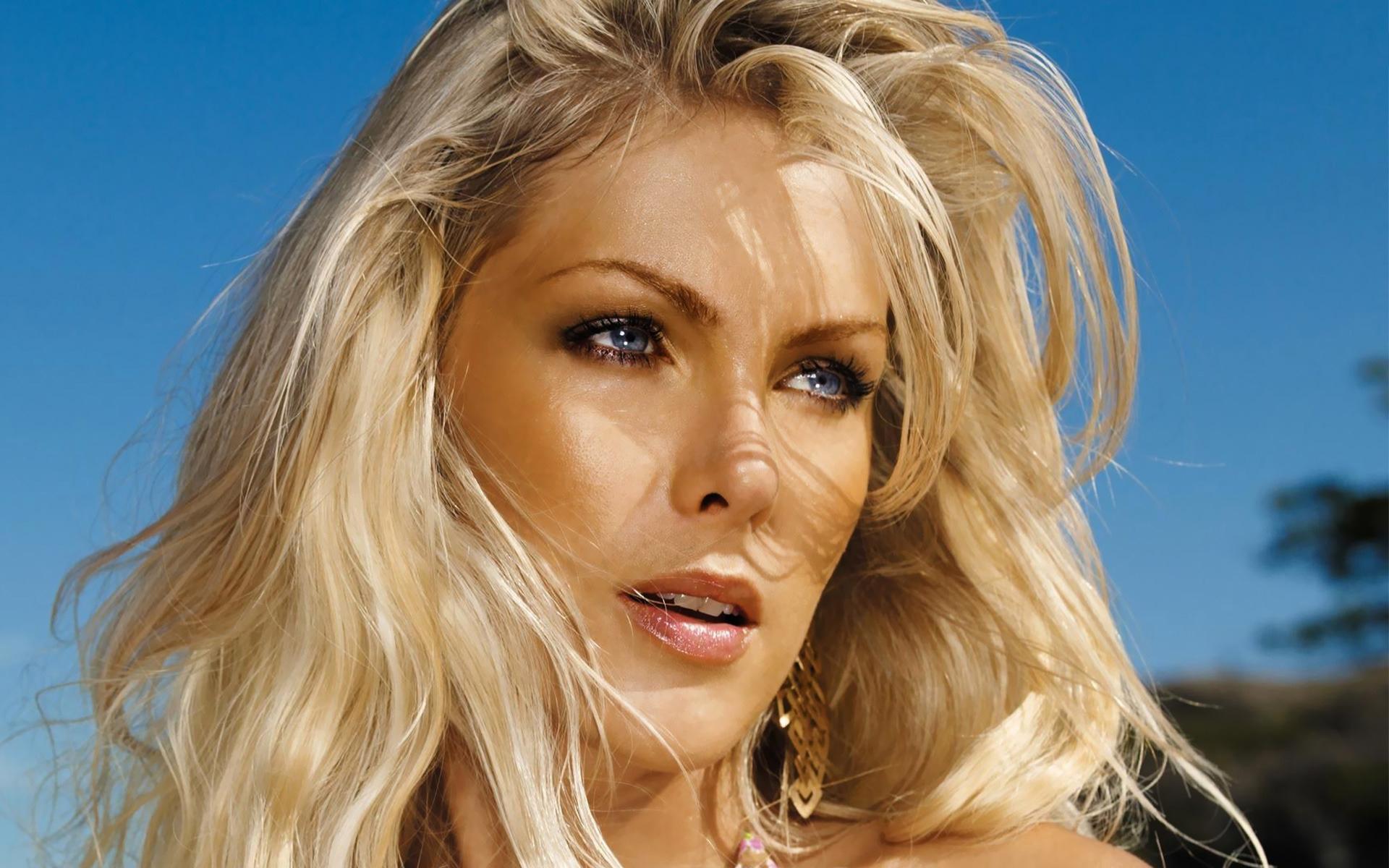 красивая зрелая блондинка никак мог