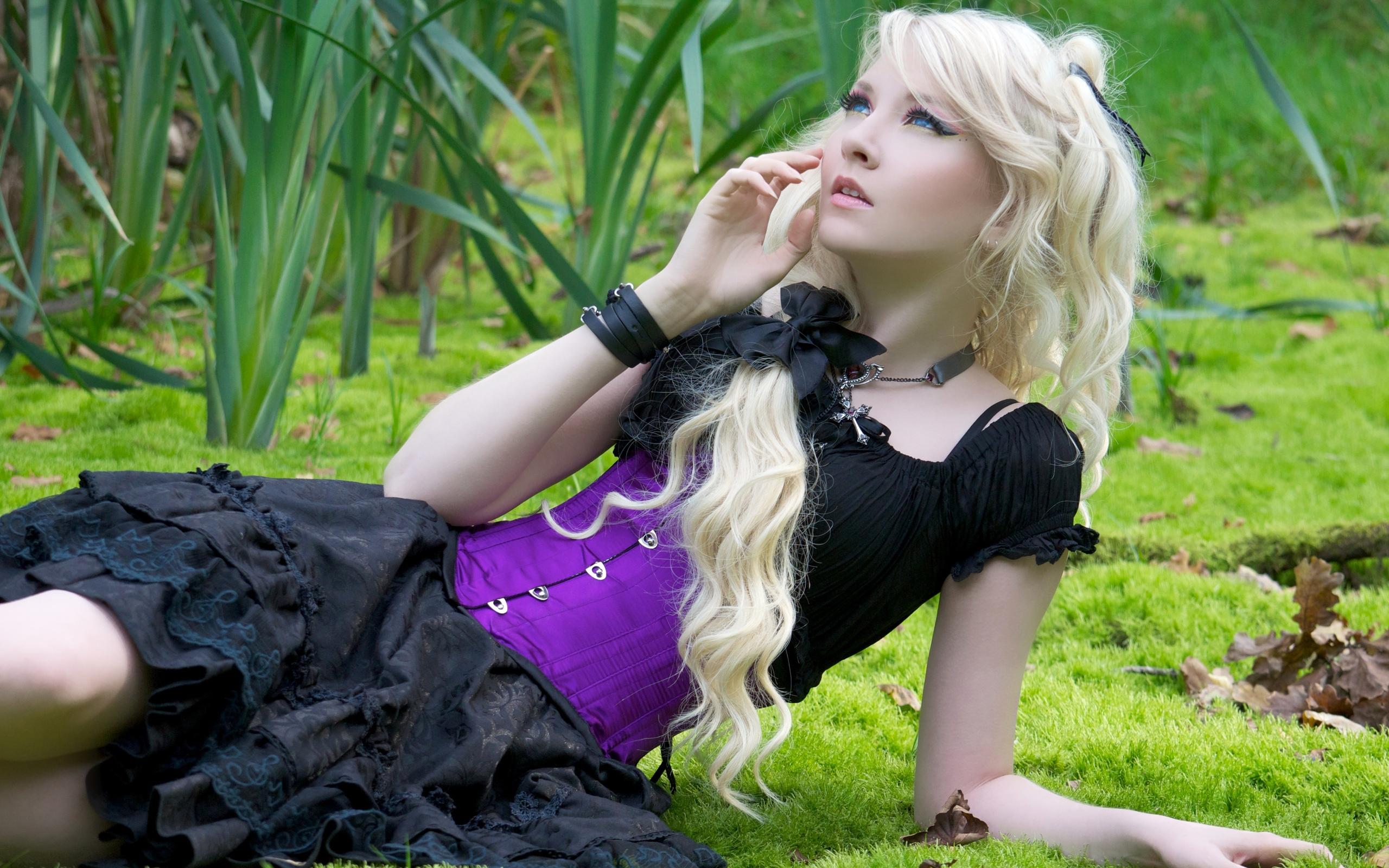 фото девушек блондинок не постановочные возбуждена