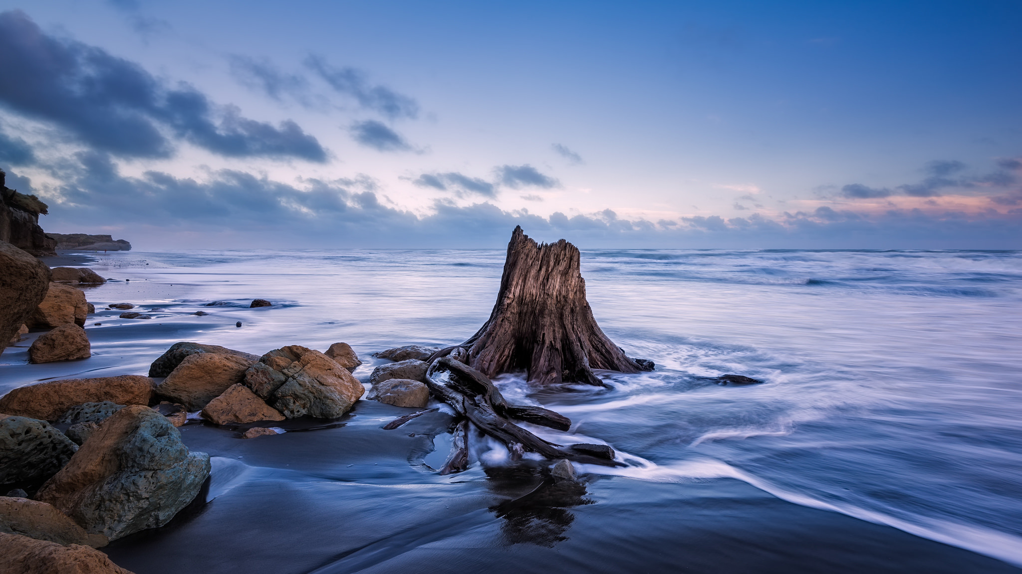 Голубое небо море скалы загрузить