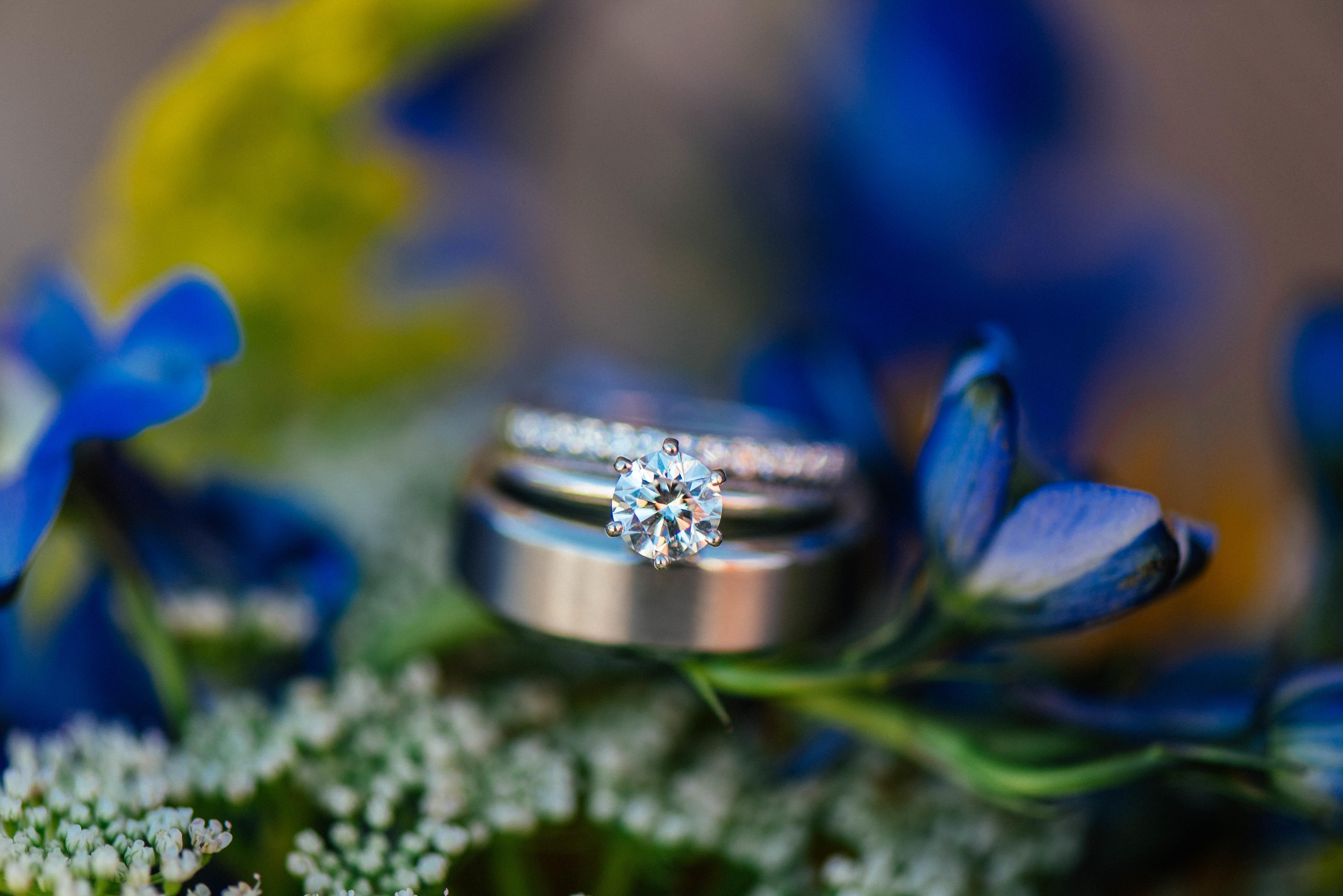 только обручальные кольца в цветах фото уже горами пора