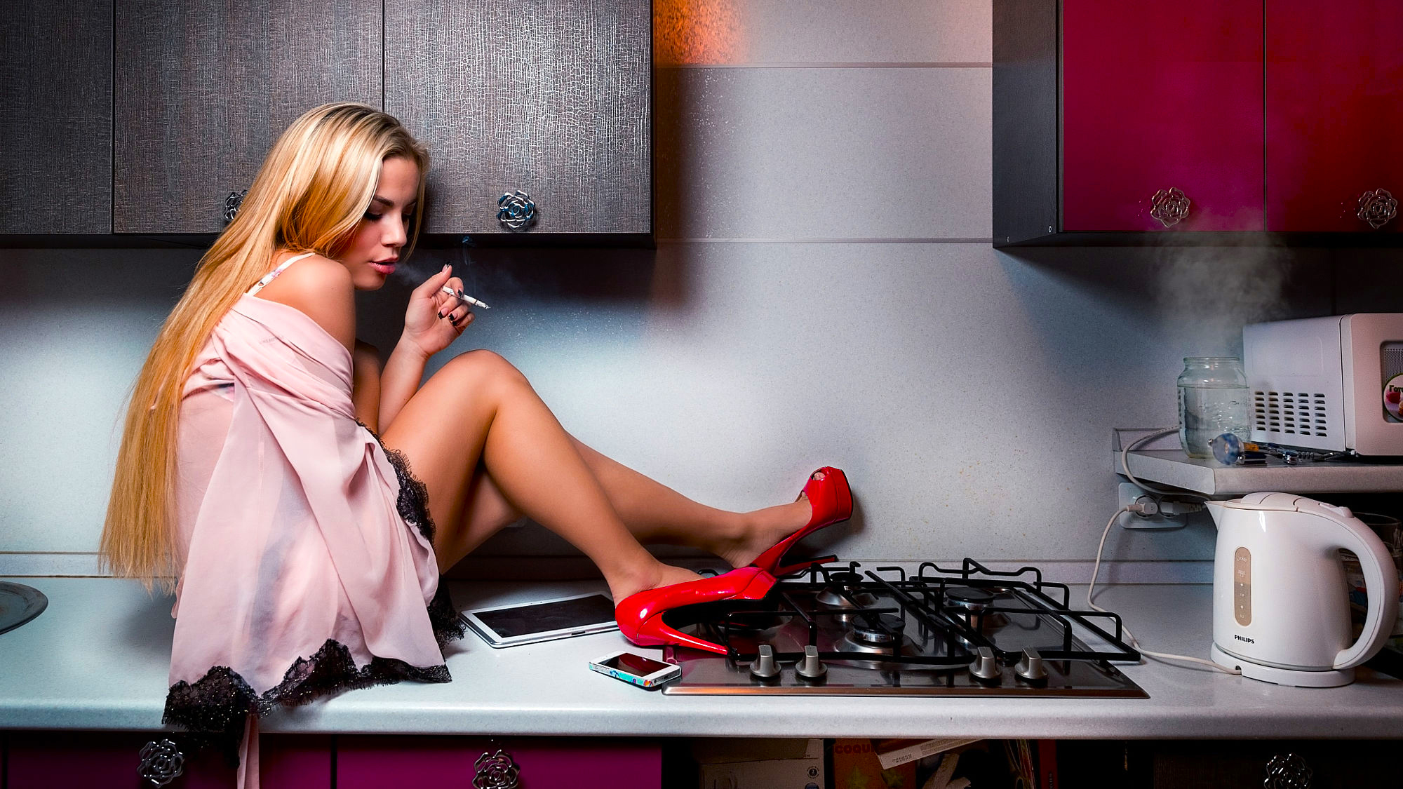 девушка кухня волосы скачать
