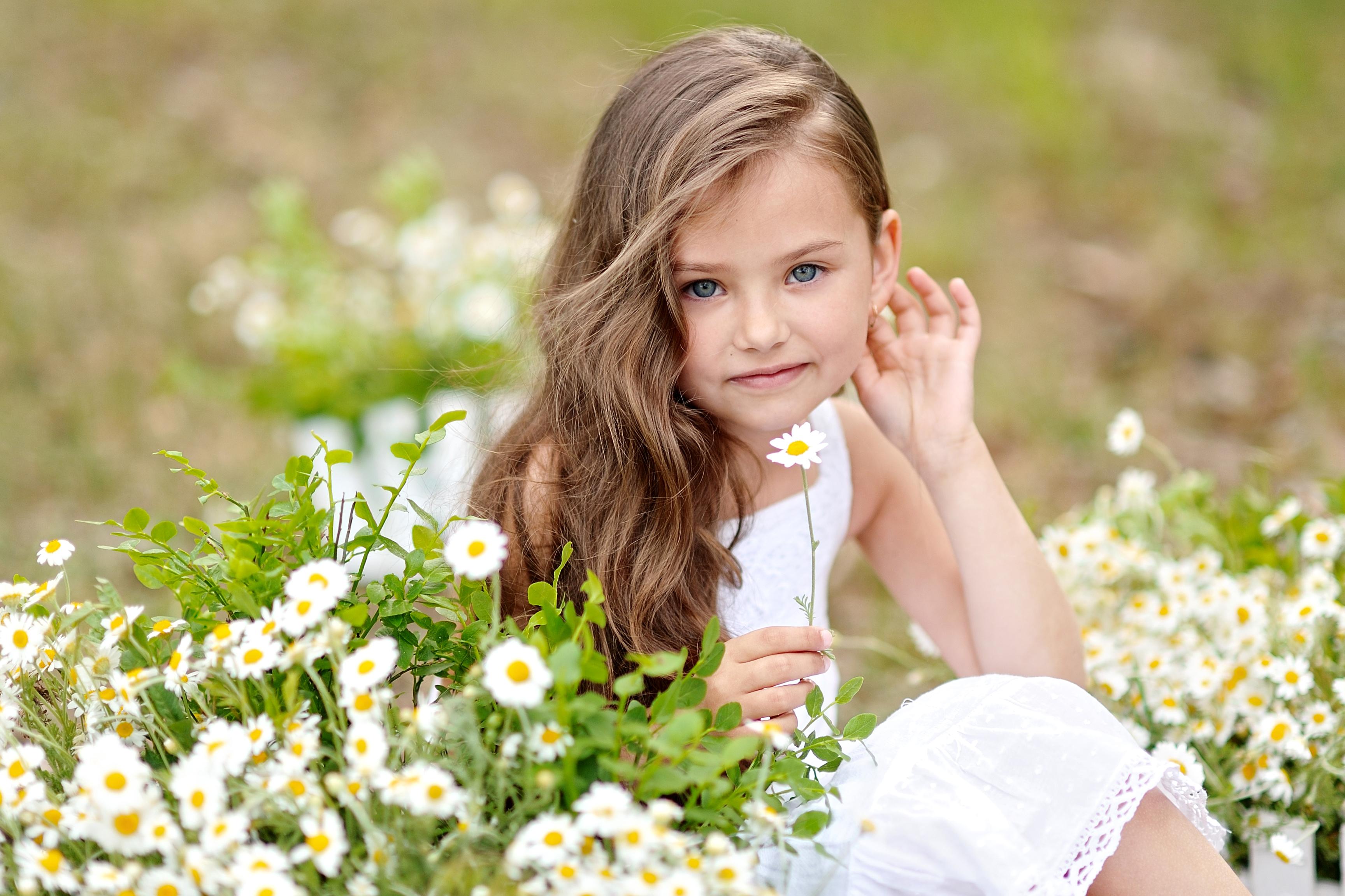 Если снится маленькая девочка на руках, и при этом она счастливо улыбается либо смеется – никакие трудности не помешают успеху вашего дела.