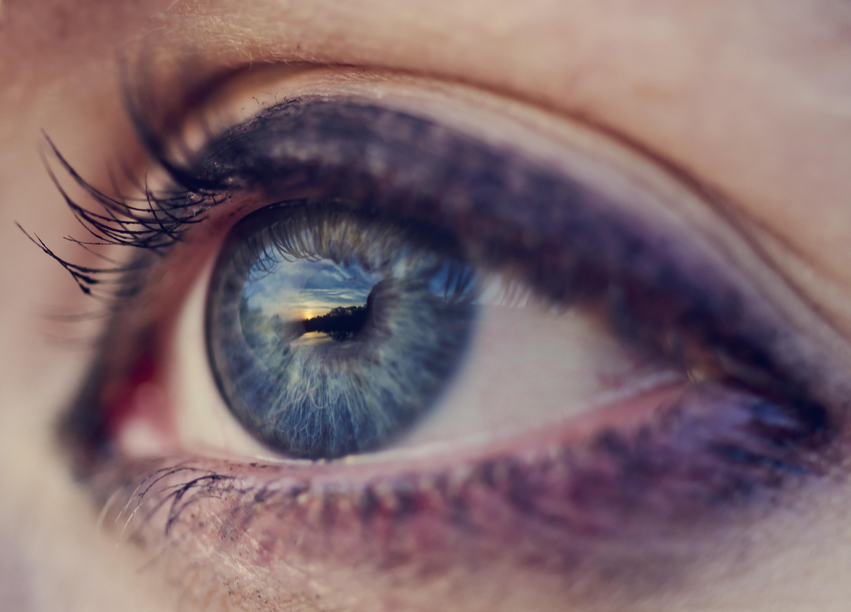 Днем рождения, красивые глаза открытка