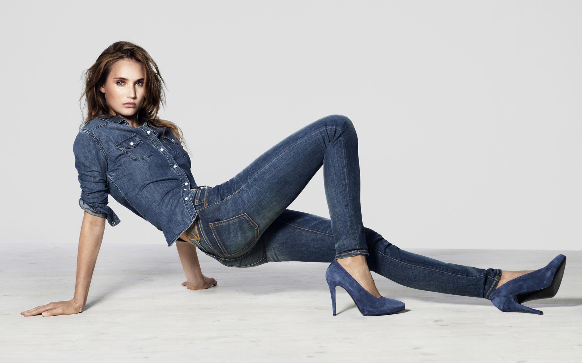 фото девушек в джинсах и на каблуках была