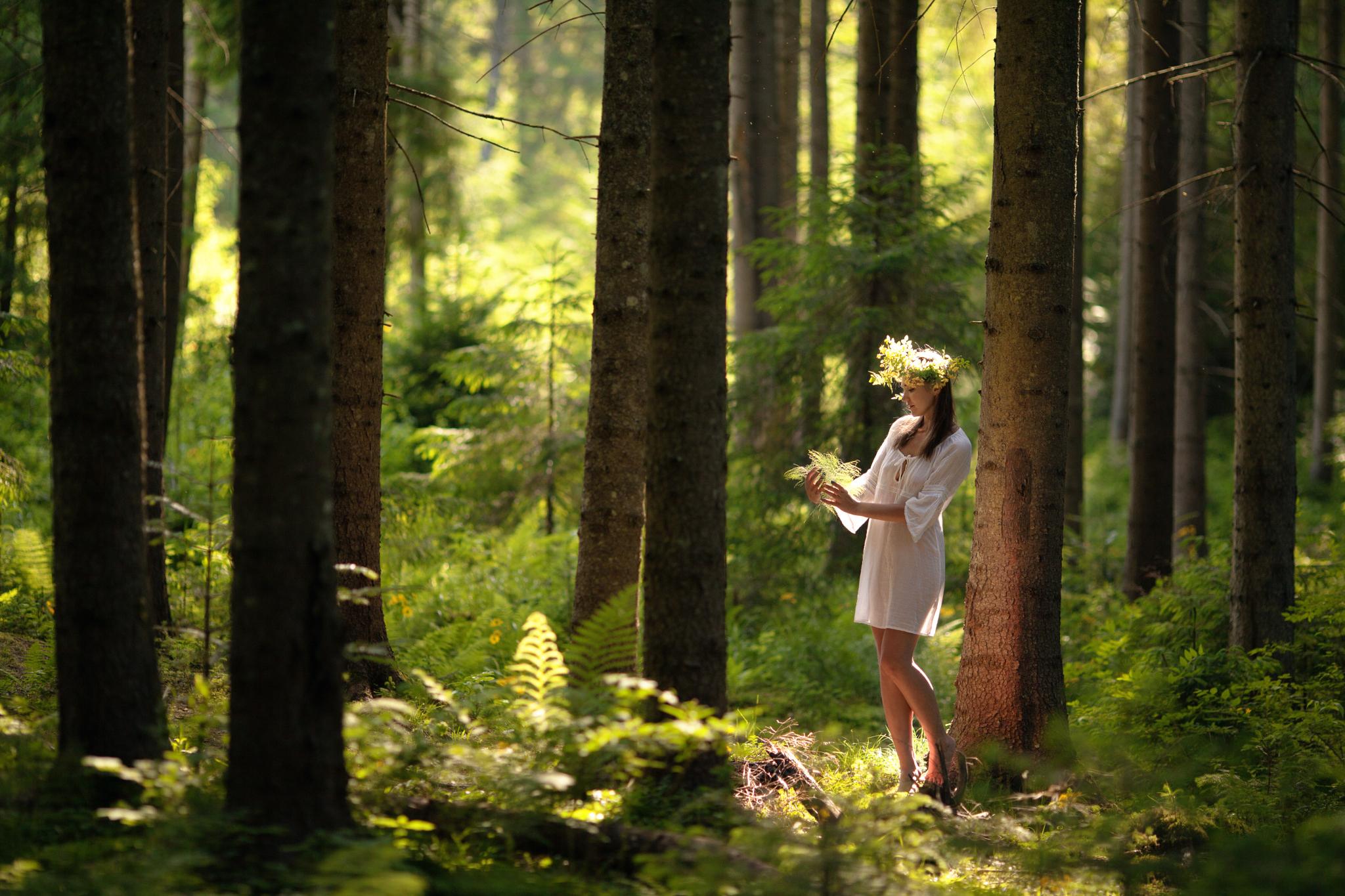 s-zhenshinoy-v-lesu-video
