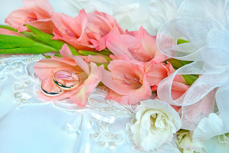 Поздравление на свадьбу с букетом