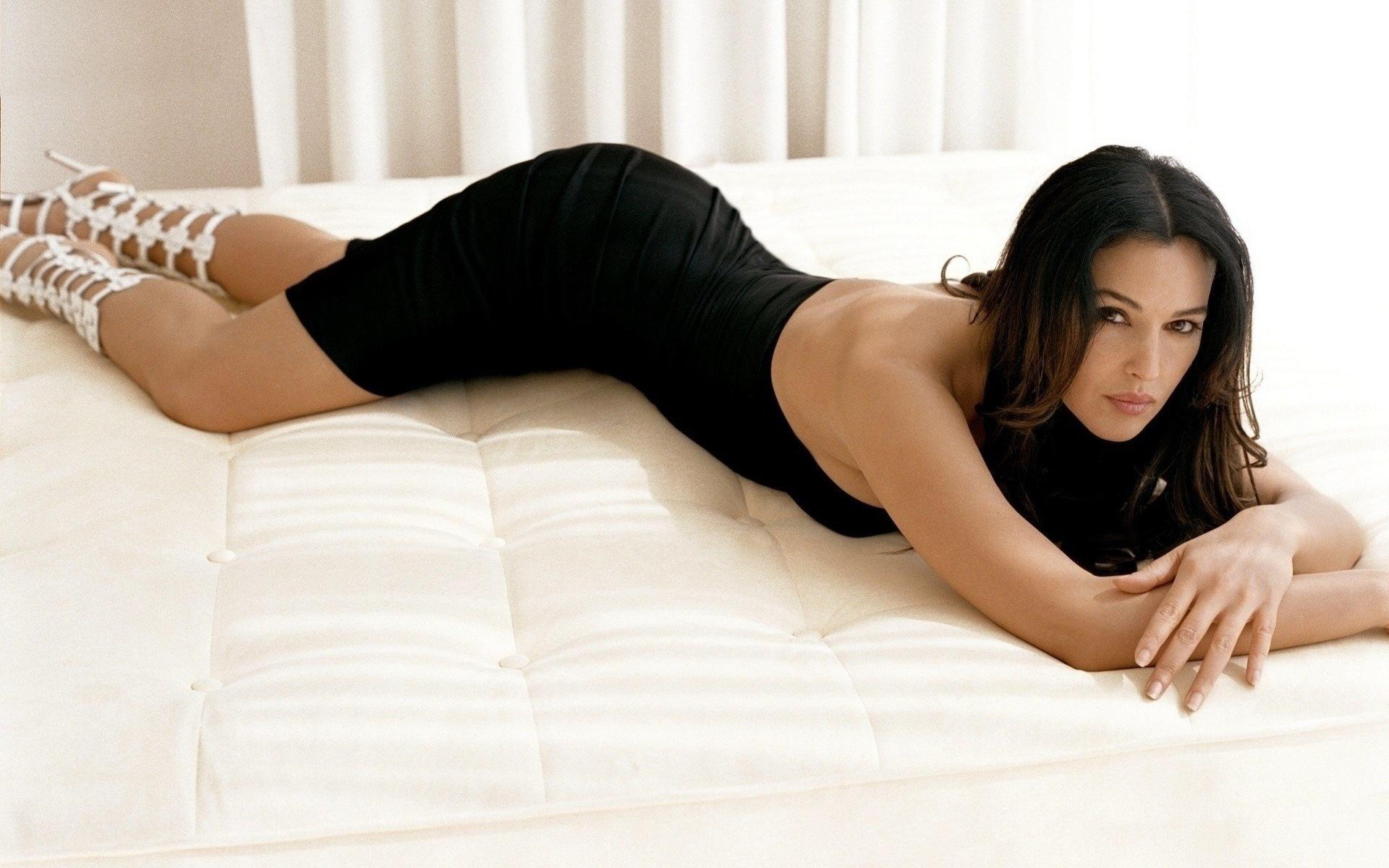 sikayut-video-porno-zvezd-monika-kovet-na-telefon-konchil-rot