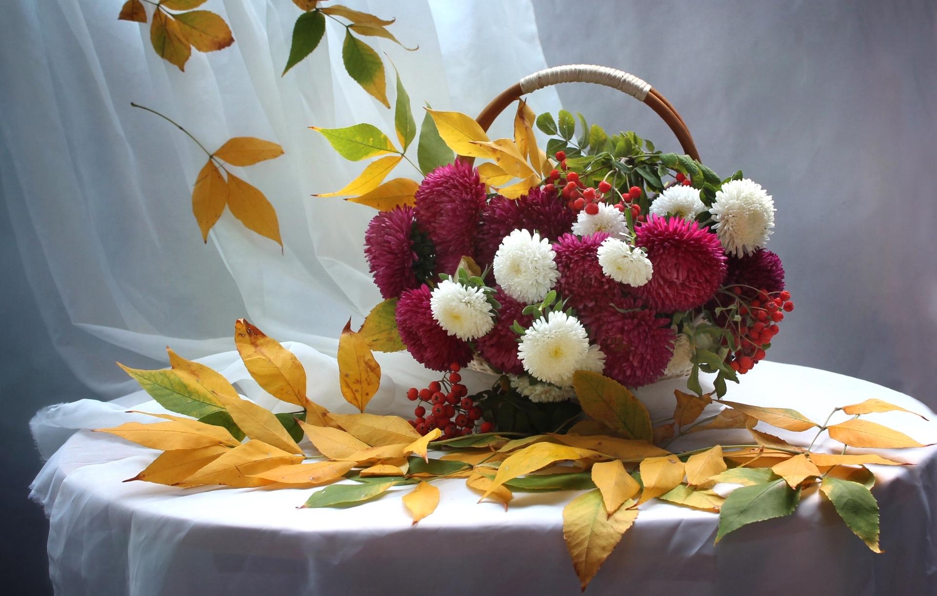 Букет цветов с листьями