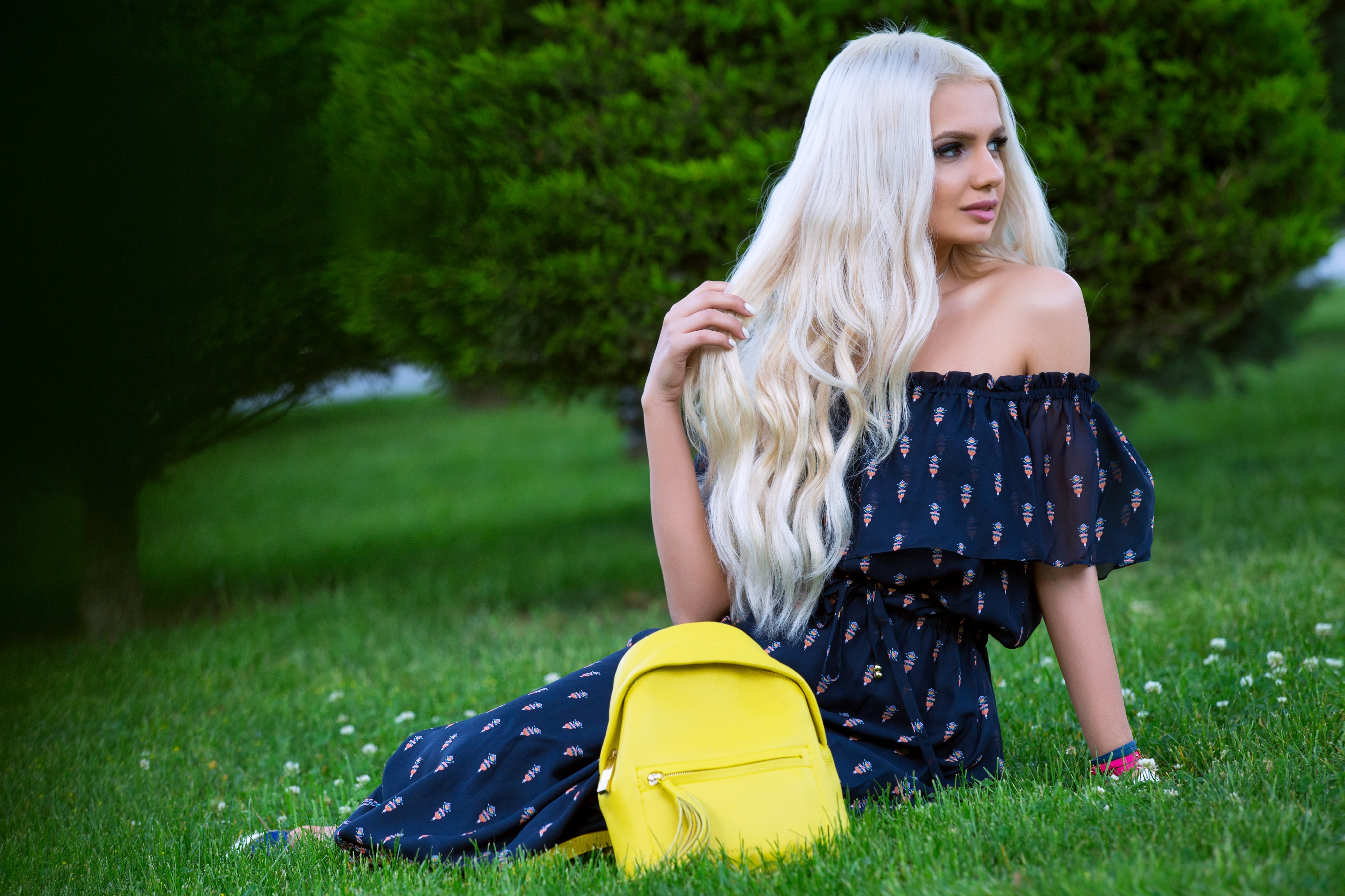 blonde-girls-dress