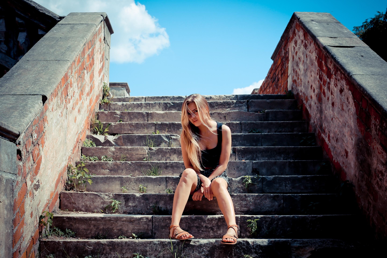Трахнул на ступеньках, Мимолетный секс на лестнице » Порно онлайн в хорошем 23 фотография