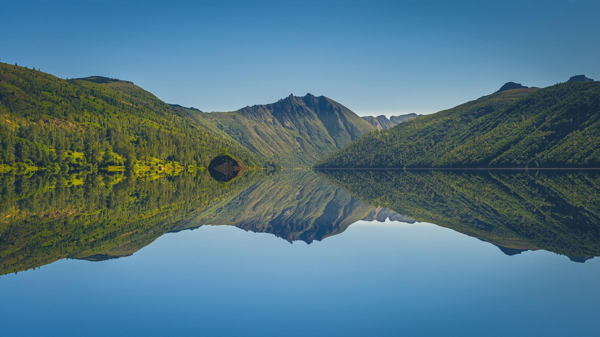 Горы и озеро  № 861496 без смс