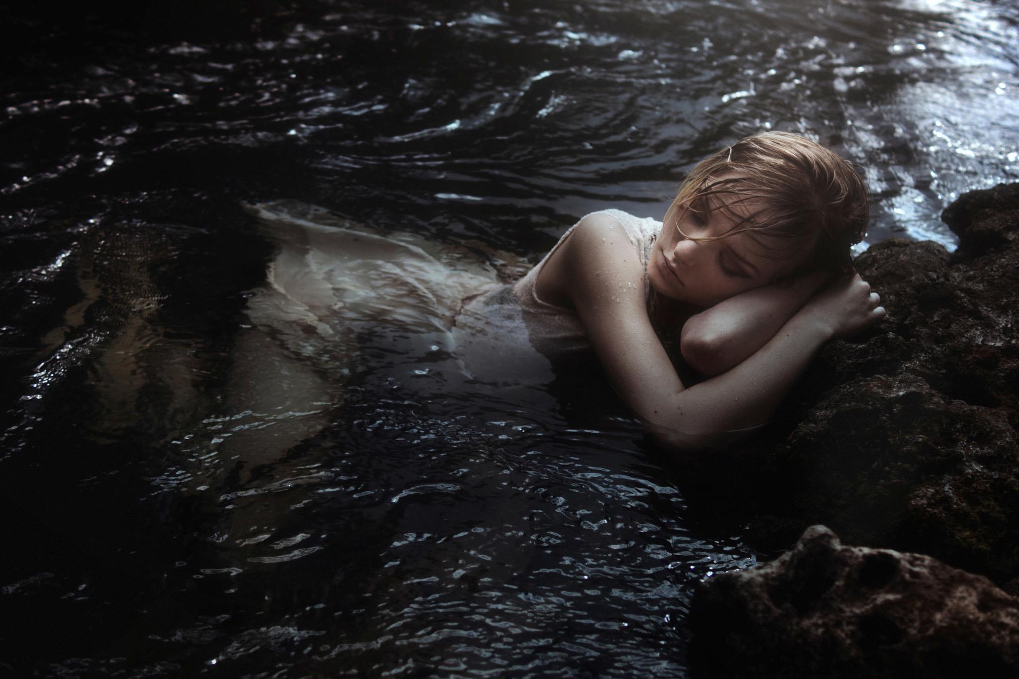 telo-goloe-zhivet-v-vode