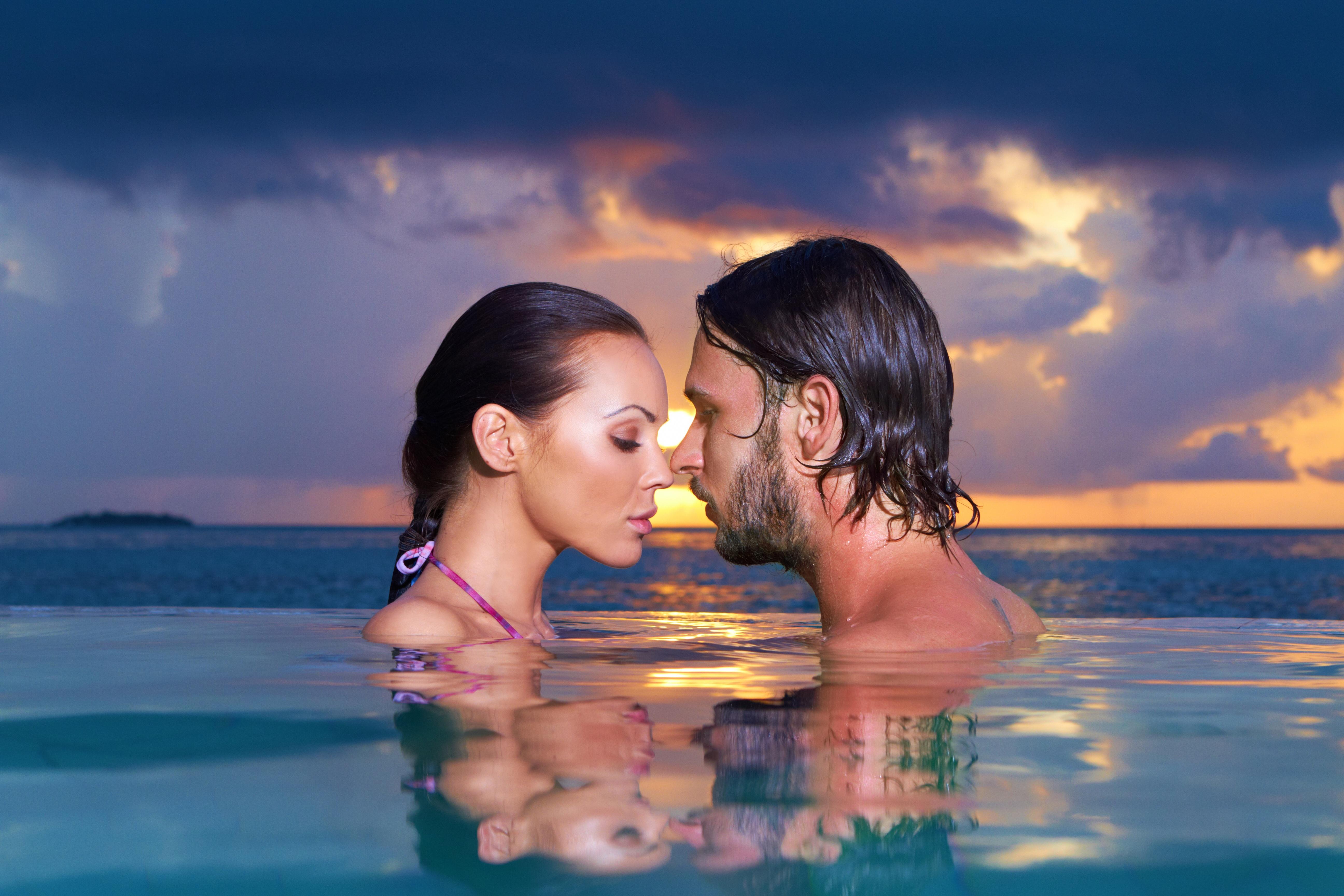 Картинка о романтике мужчины и женщины, надписями