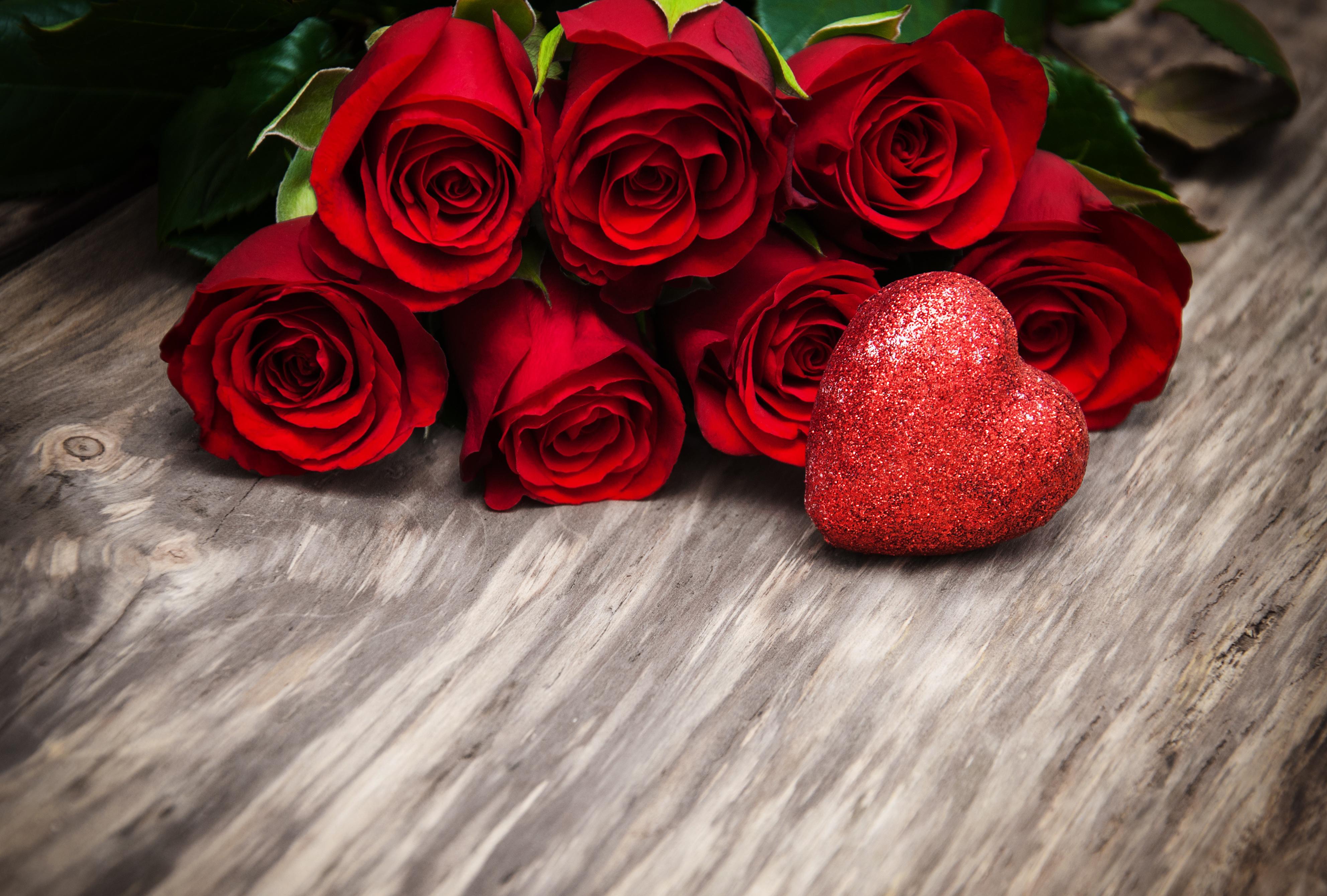 Картинки два сердца и розы