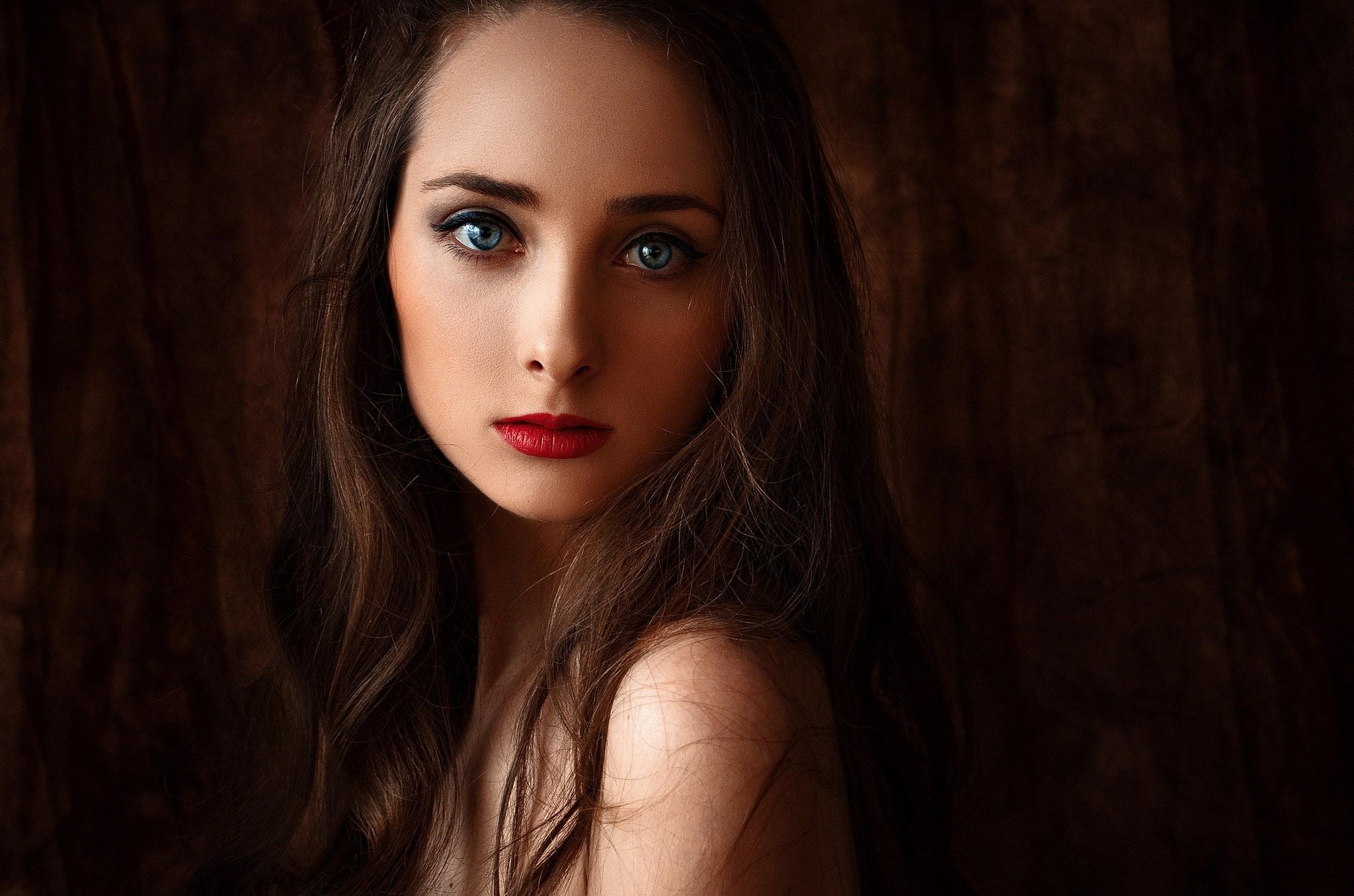 Красивые девушки с большими глазами
