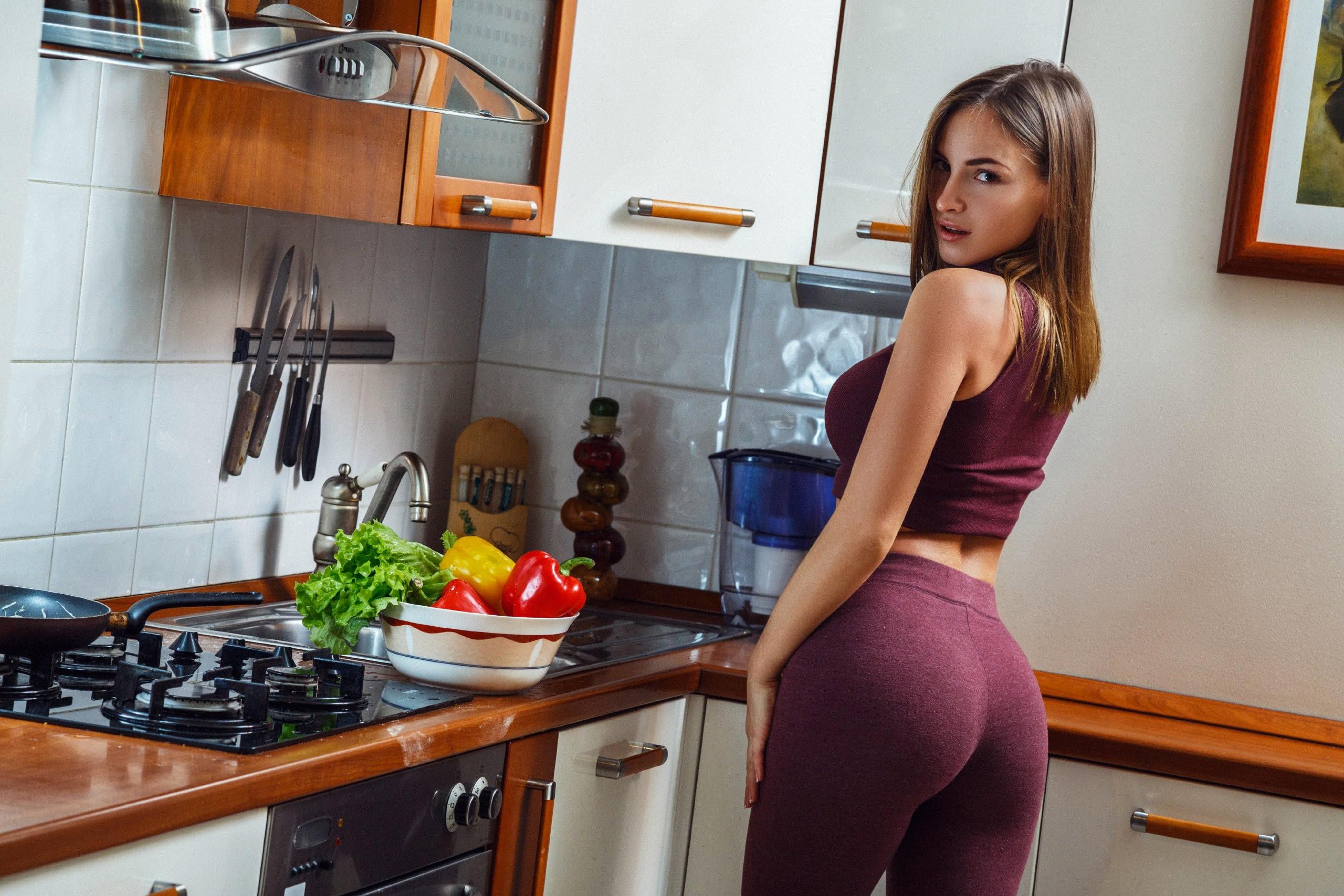 Жопы на кухне смотреть