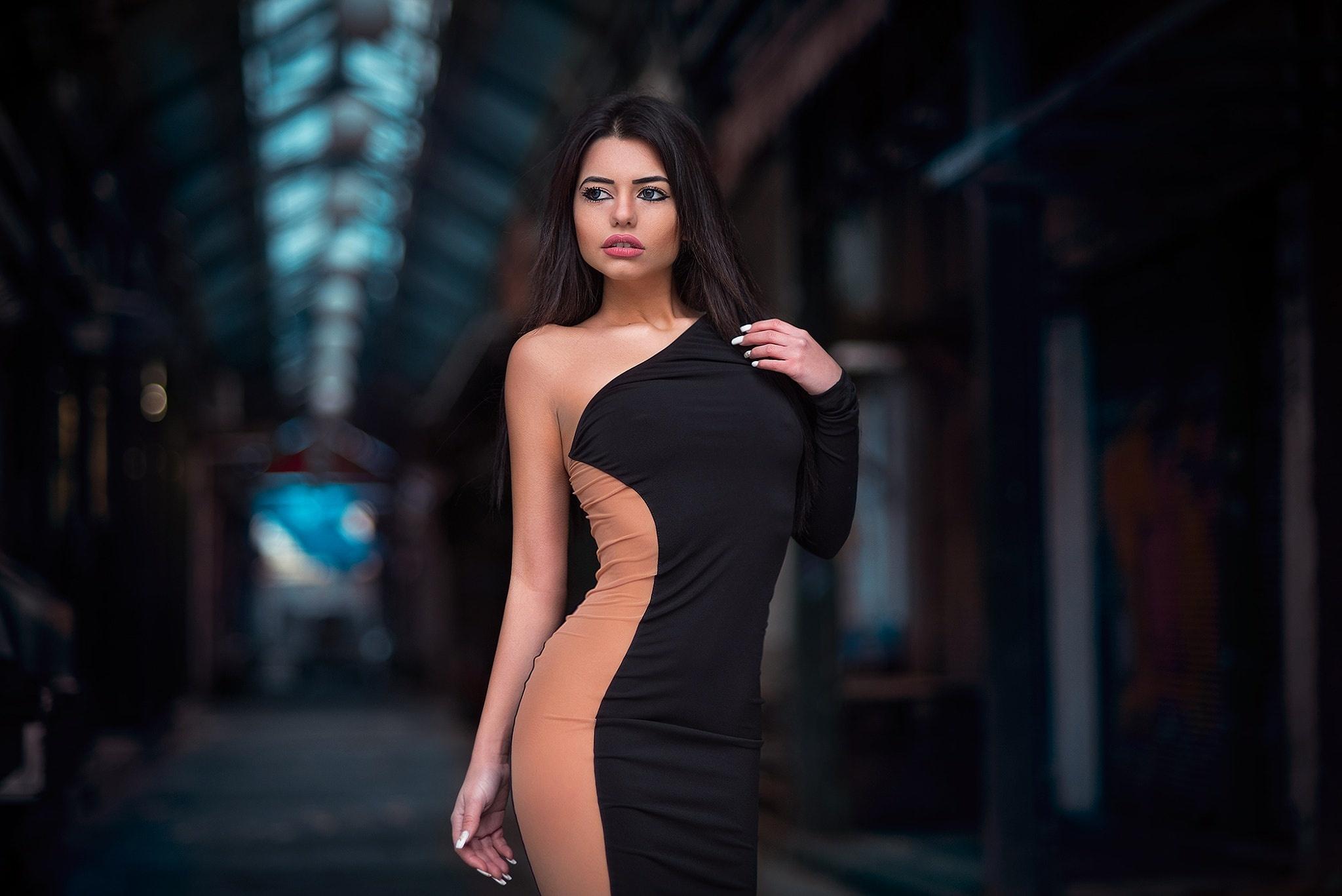 фото девушки в платье меня сейчас