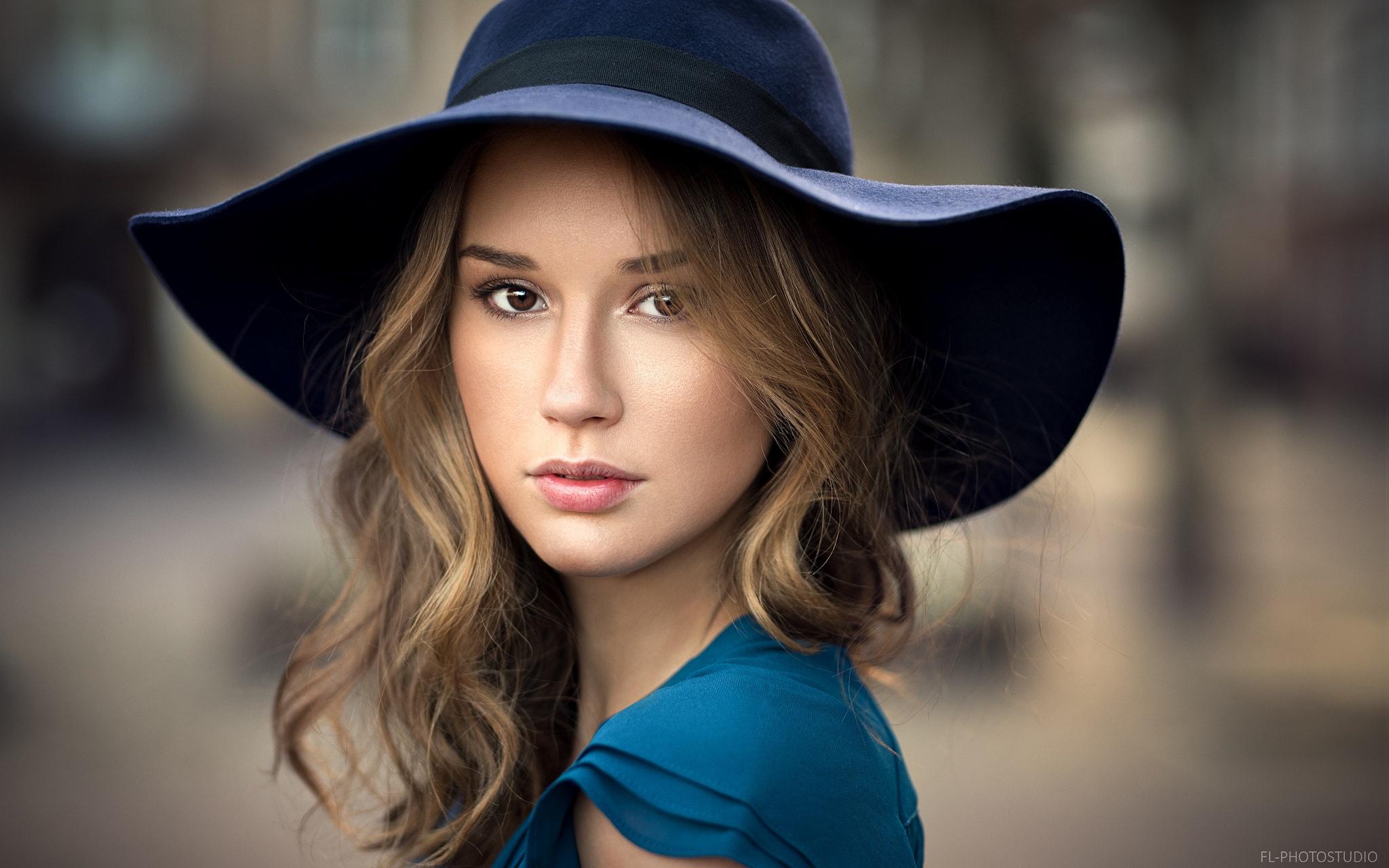 девушка взгляд шляпка красная лицо  № 1867486 без смс