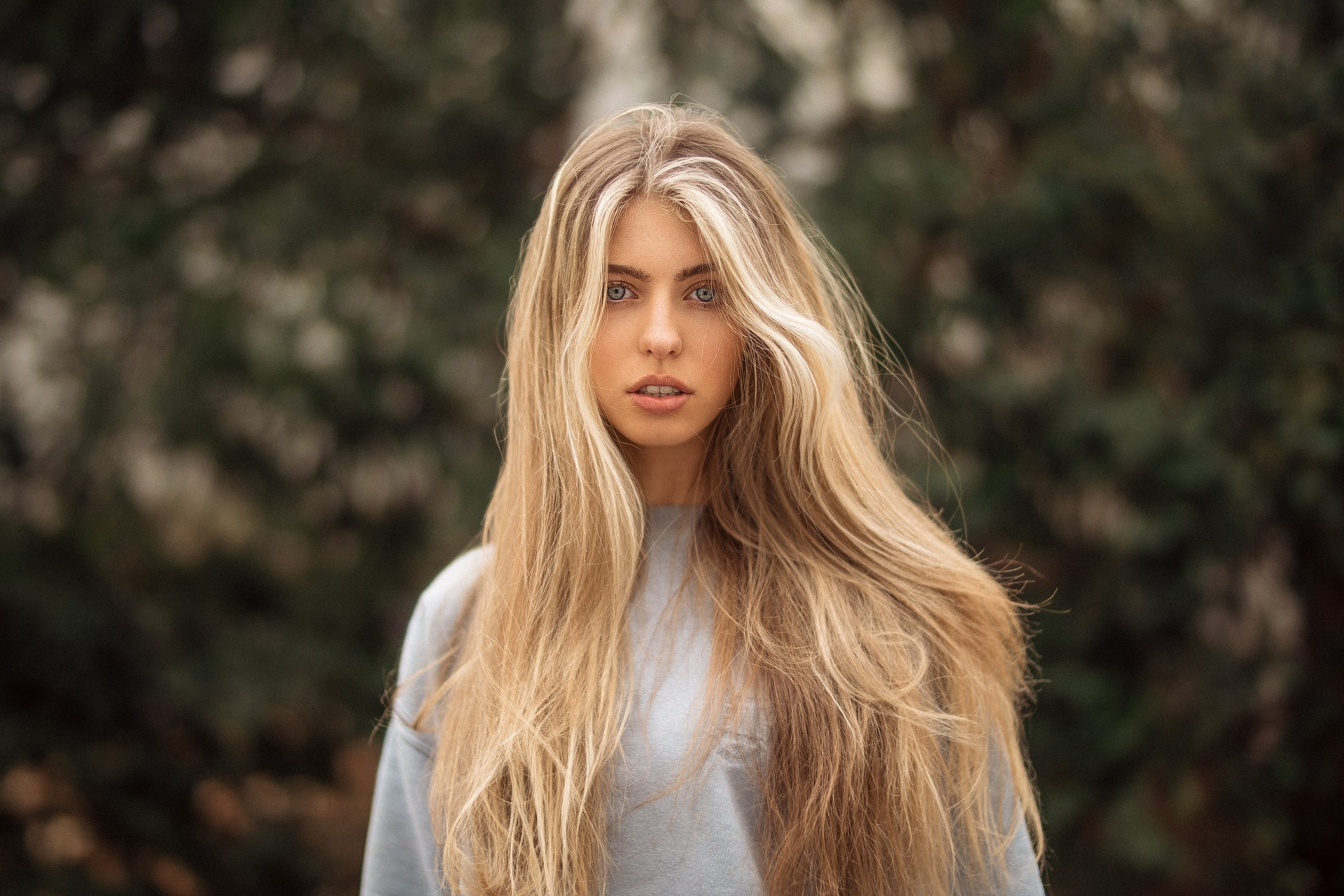 Девушки с длинными блондинистыми волосами