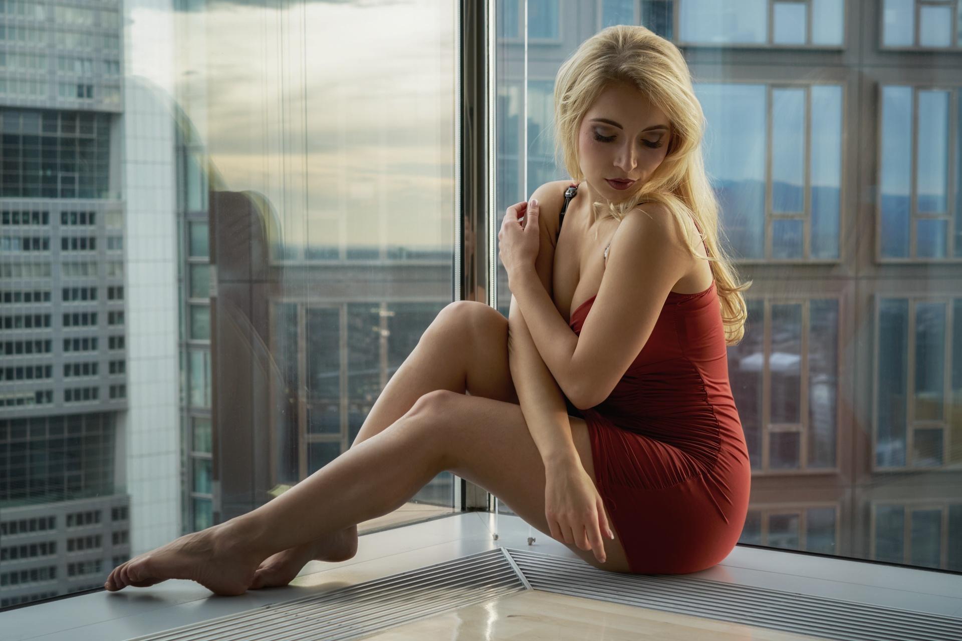ноги дрожат у блондинки эротическом фото