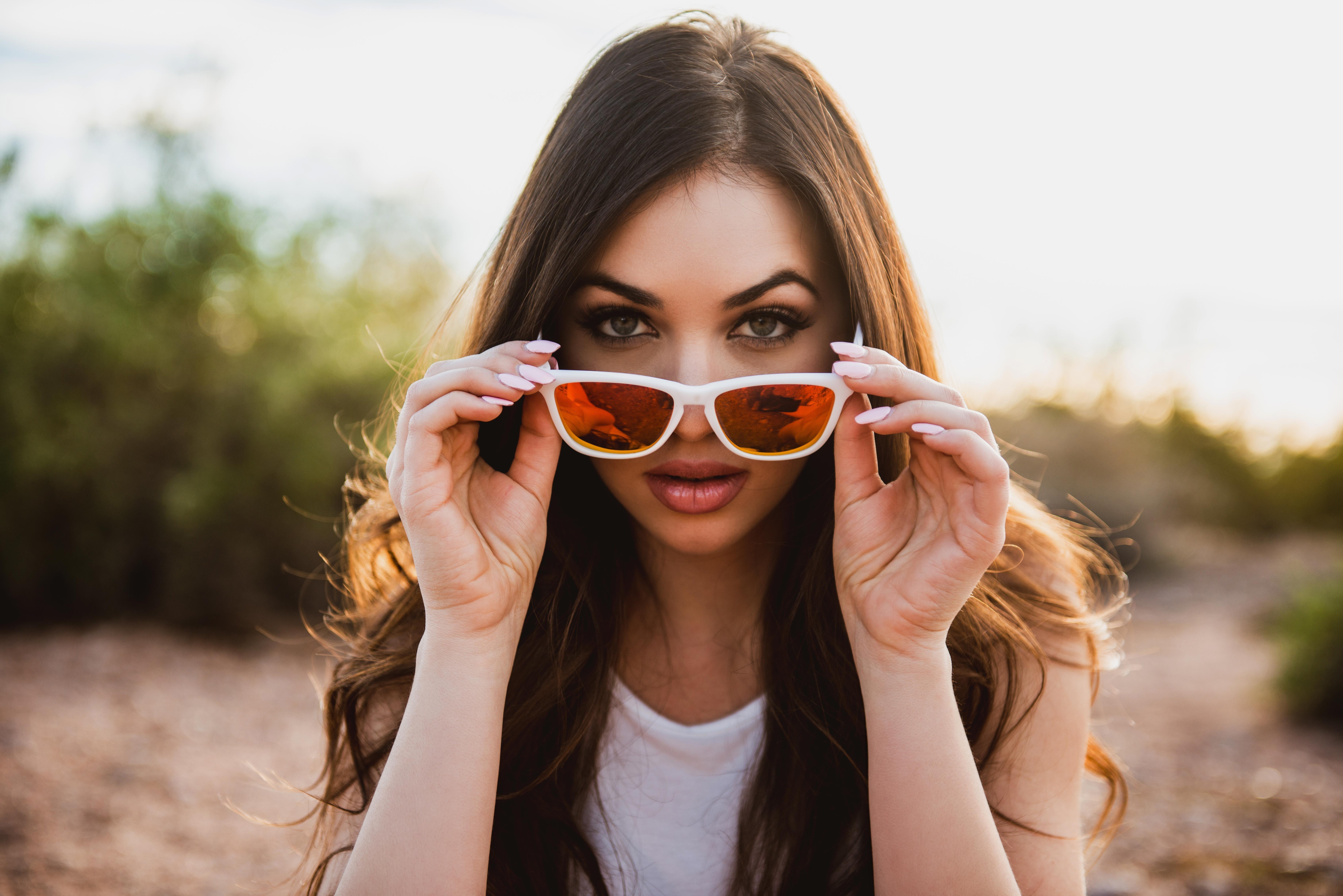 Картинки девушки в очках от солнца, россии прикол