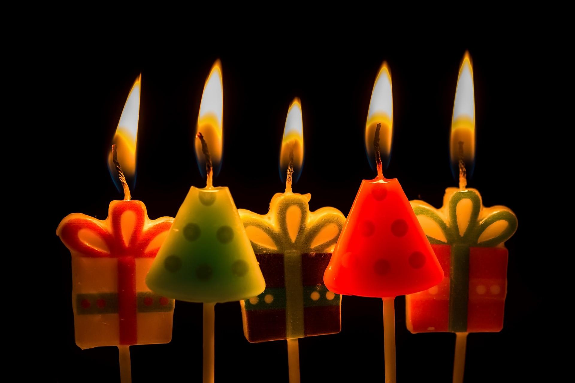 Открытка на день рождения со свечами