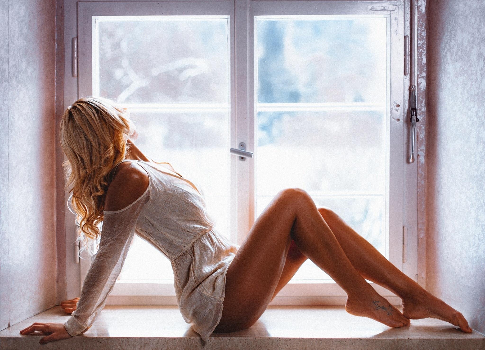 Блондинки в ночнушках с длинными ногами и волосами фото — pic 10
