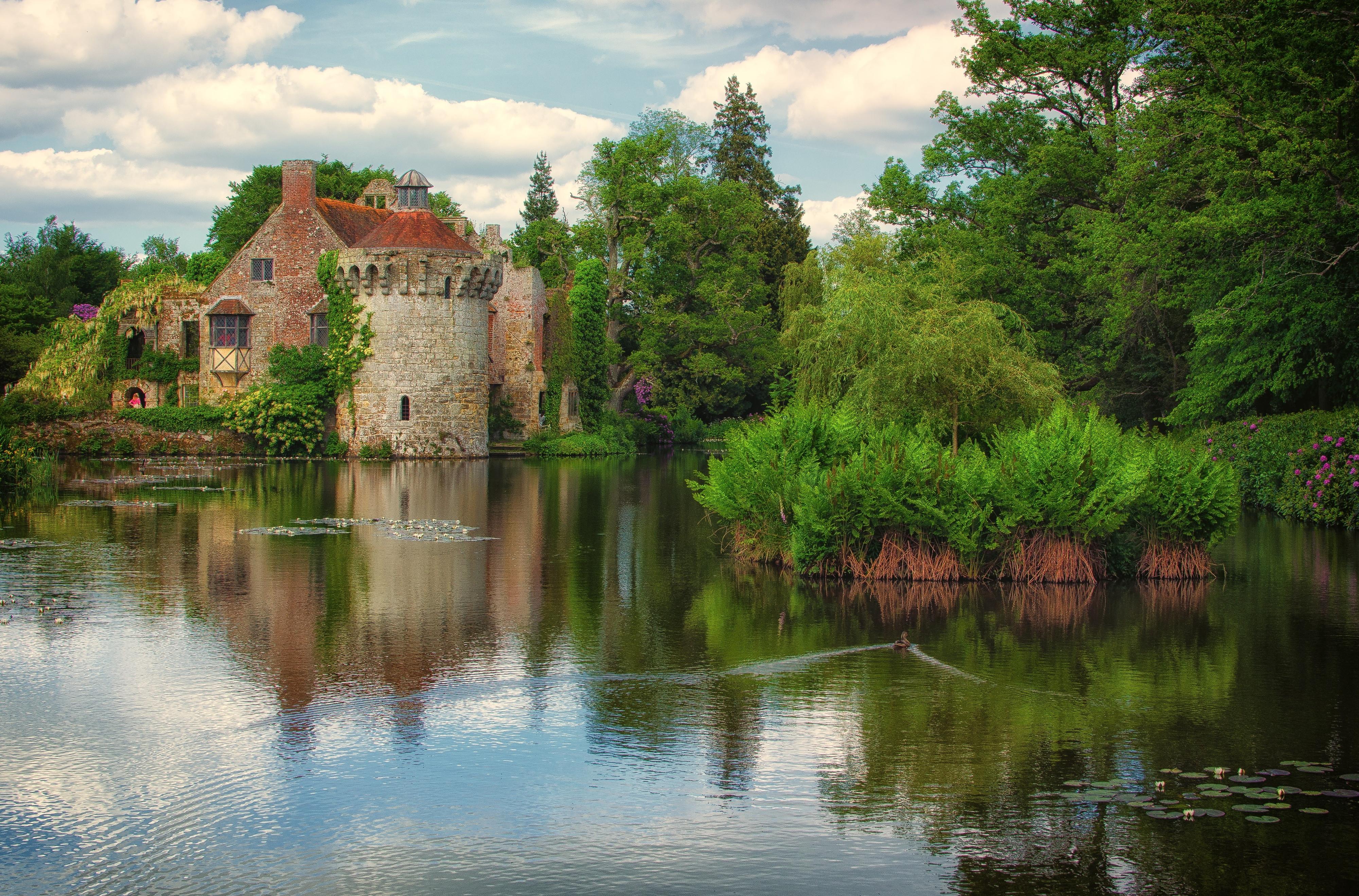 Озерцо возле дома, Англия  № 1486947  скачать