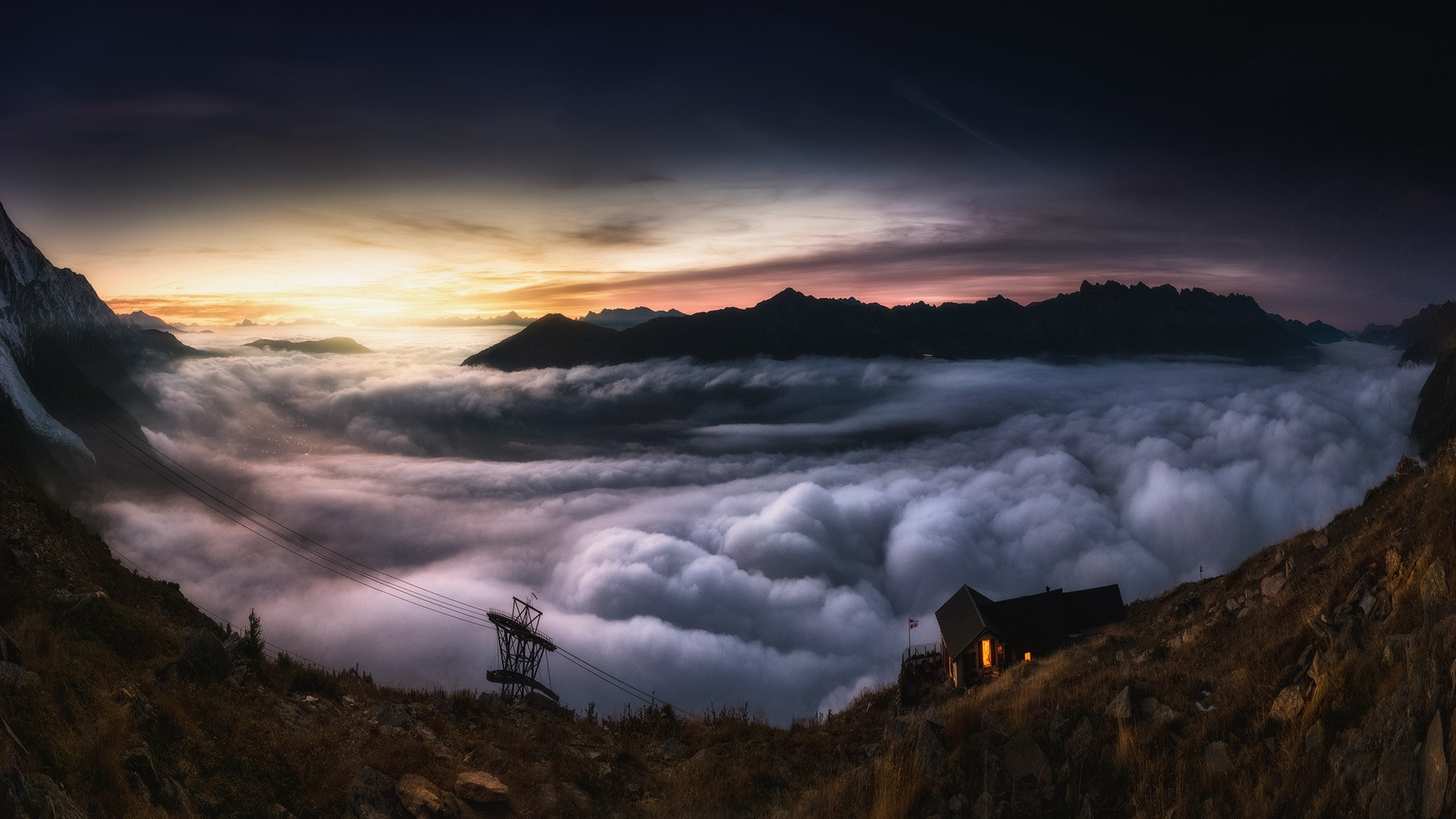Низкие облака у горы скачать