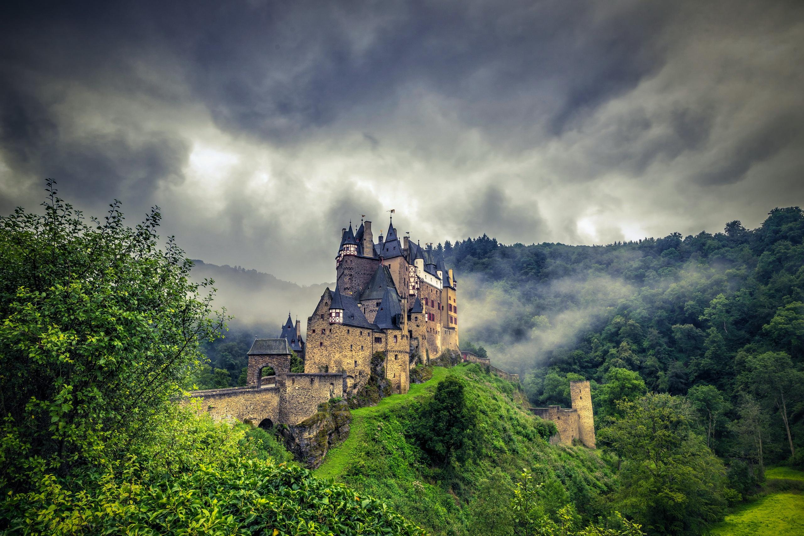 Пейзаж с замком фото
