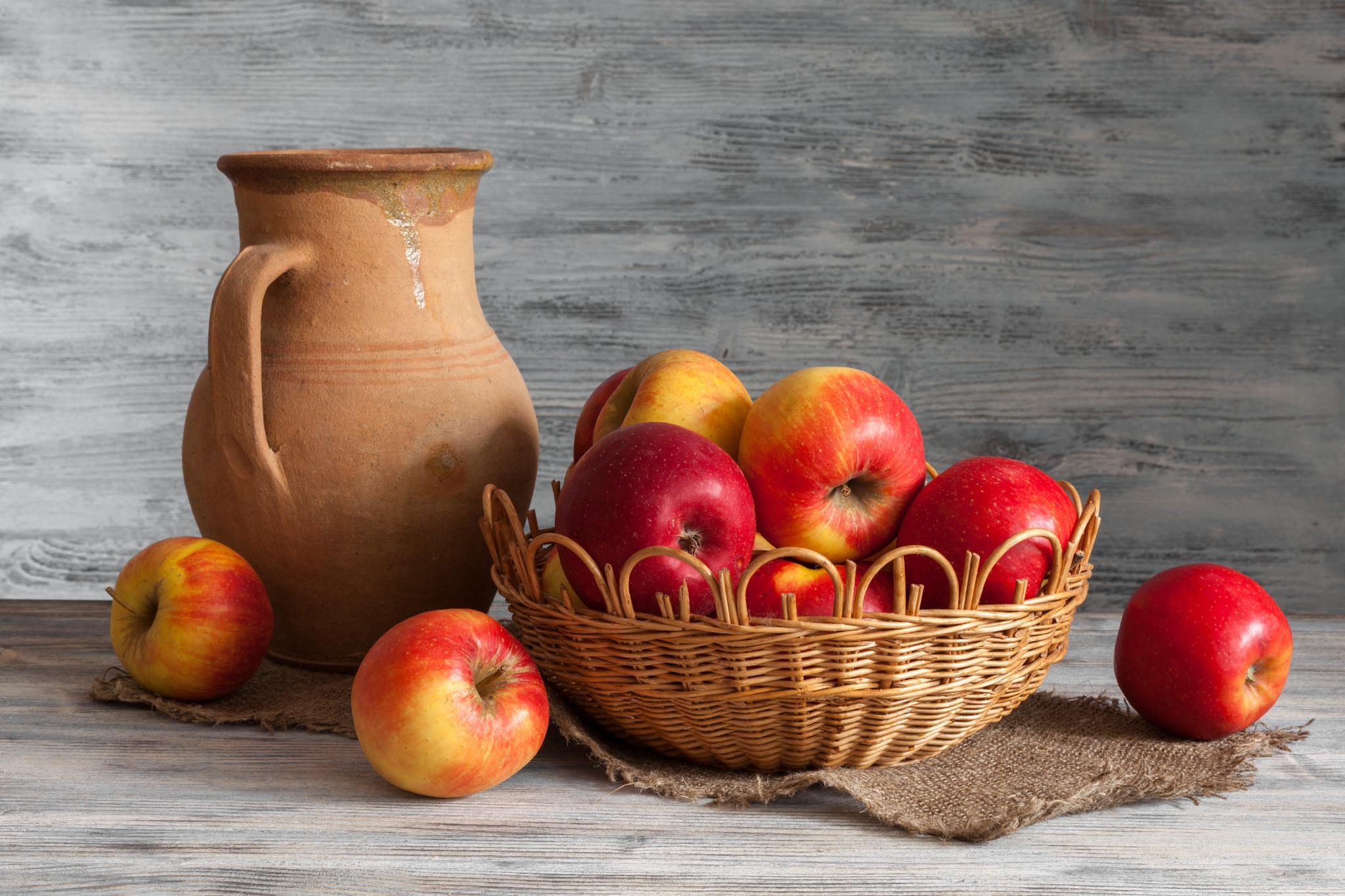 картинки натюрморт с кувшином и яблоком одно