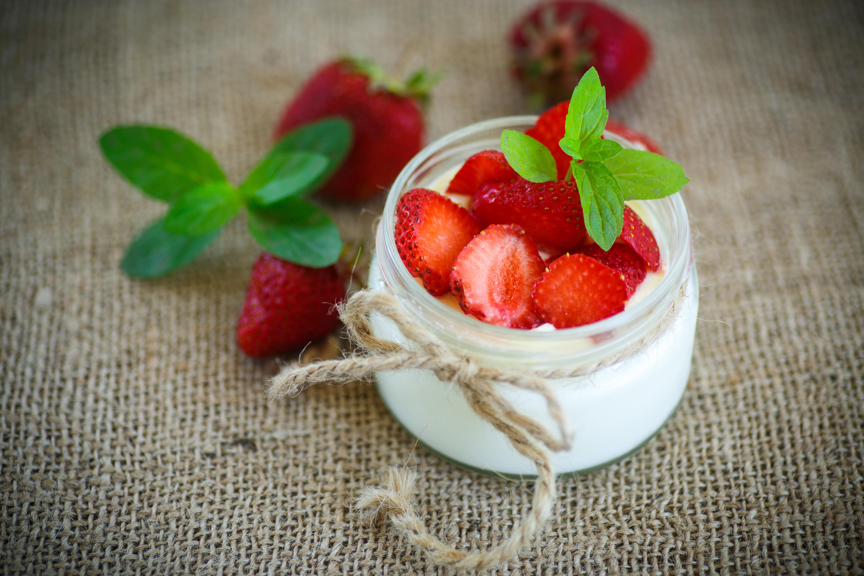 еда клубника йогурт загрузить